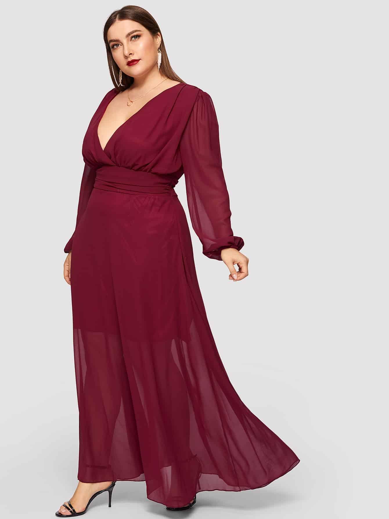 Размер плюс однотонное платье с глубоким V-образным вырезом