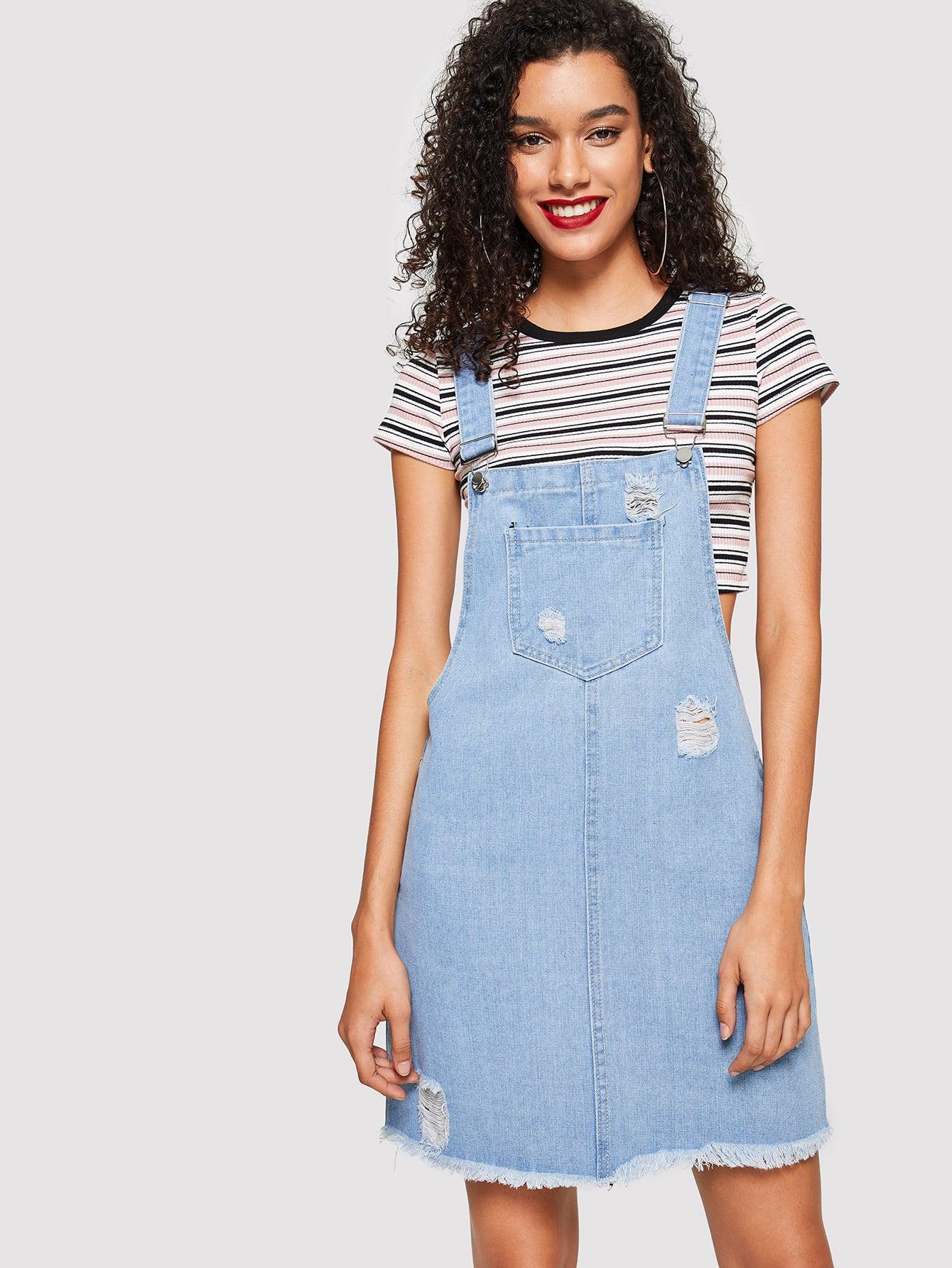Рваный джинсовый сарафан с карманом и необработанным краем SheIn