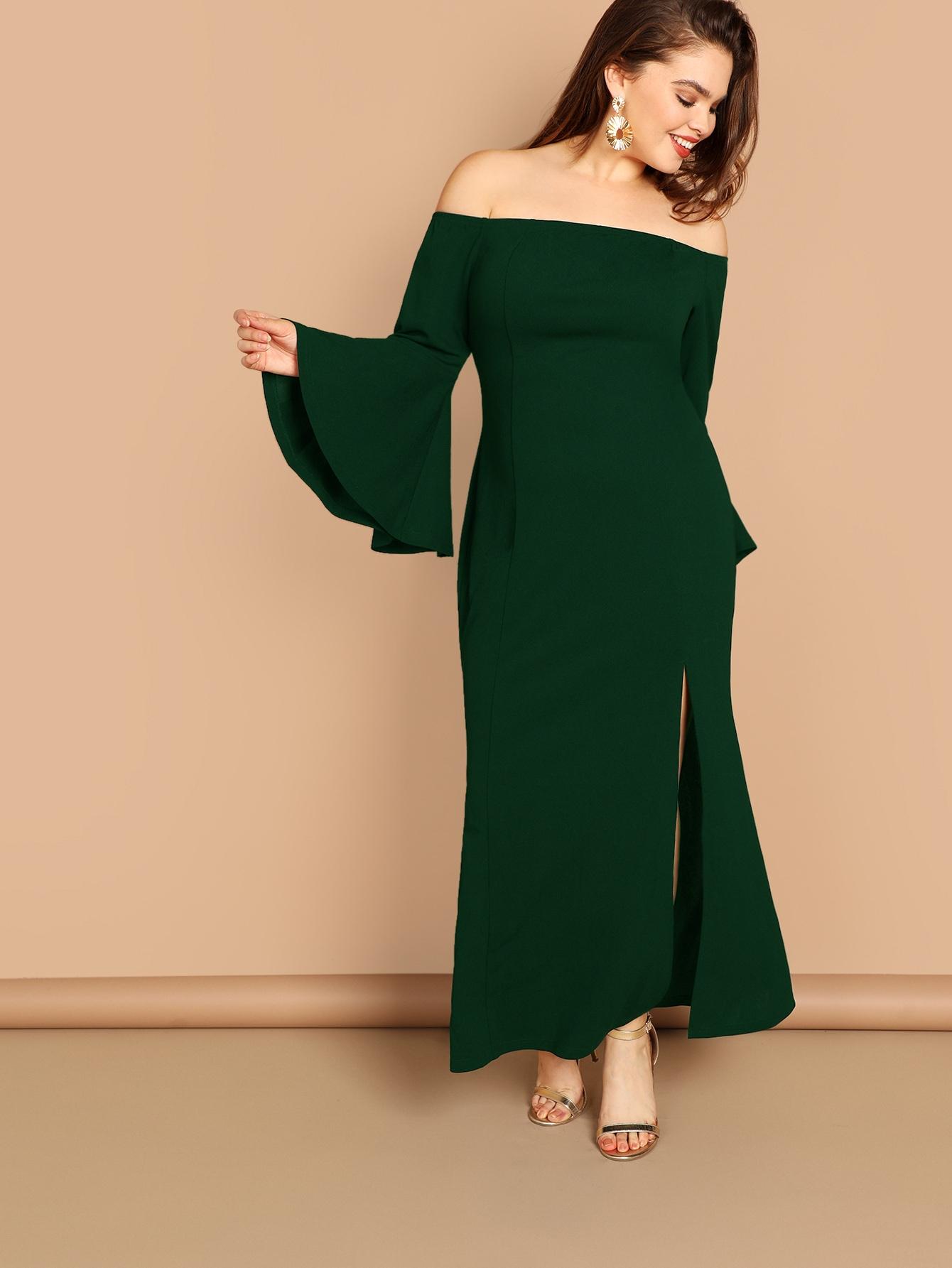 Размера плюс платье с открытыми плечами и оригинальным рукавом