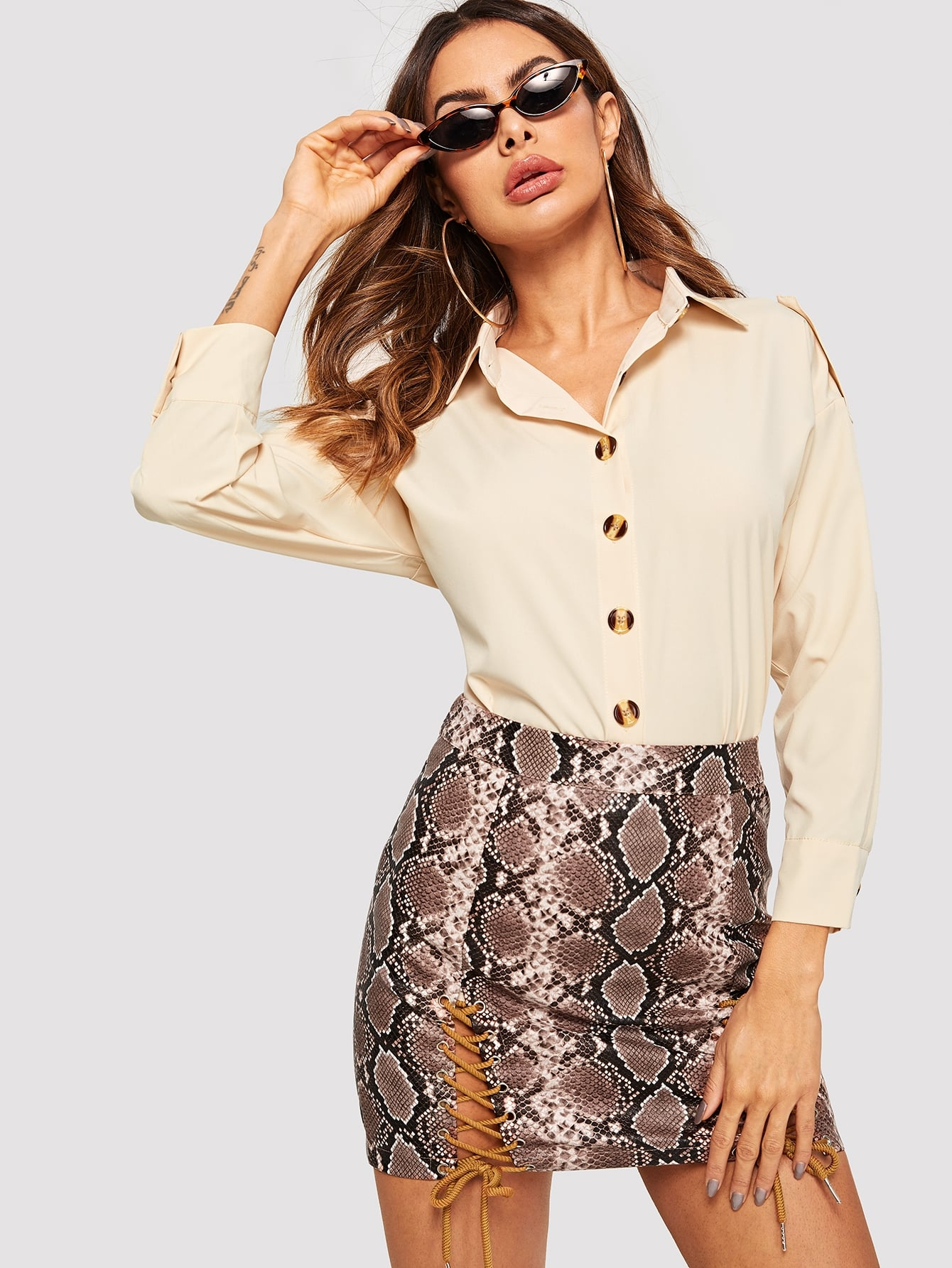 Купить Простая блуза с украшением пуговицы, Andy, SheIn