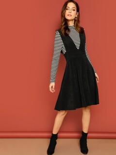 Deep V-neck Sleeveless Flare Dress