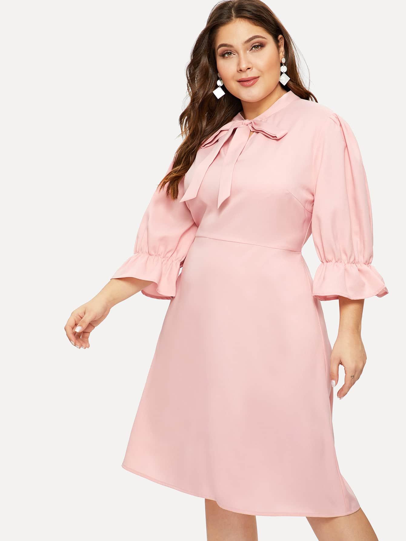 Размер плюс платье с завязкой на шее и оригинальным рукавом