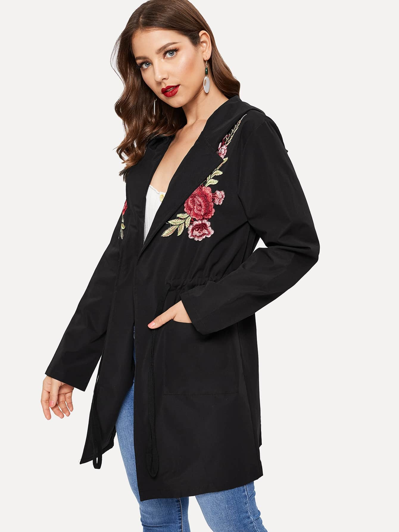 Пальто с капюшоном вышивкой и кулиской на талии SheIn