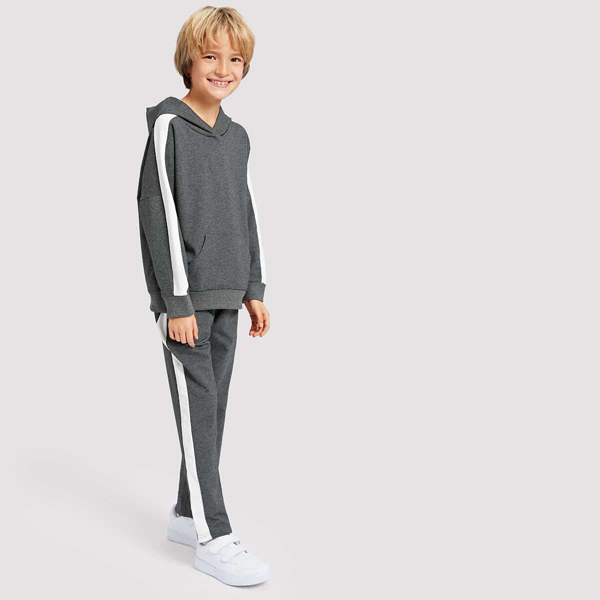 Свитшот с капюшоном и с лентами и брюки для мальчика от SHEIN