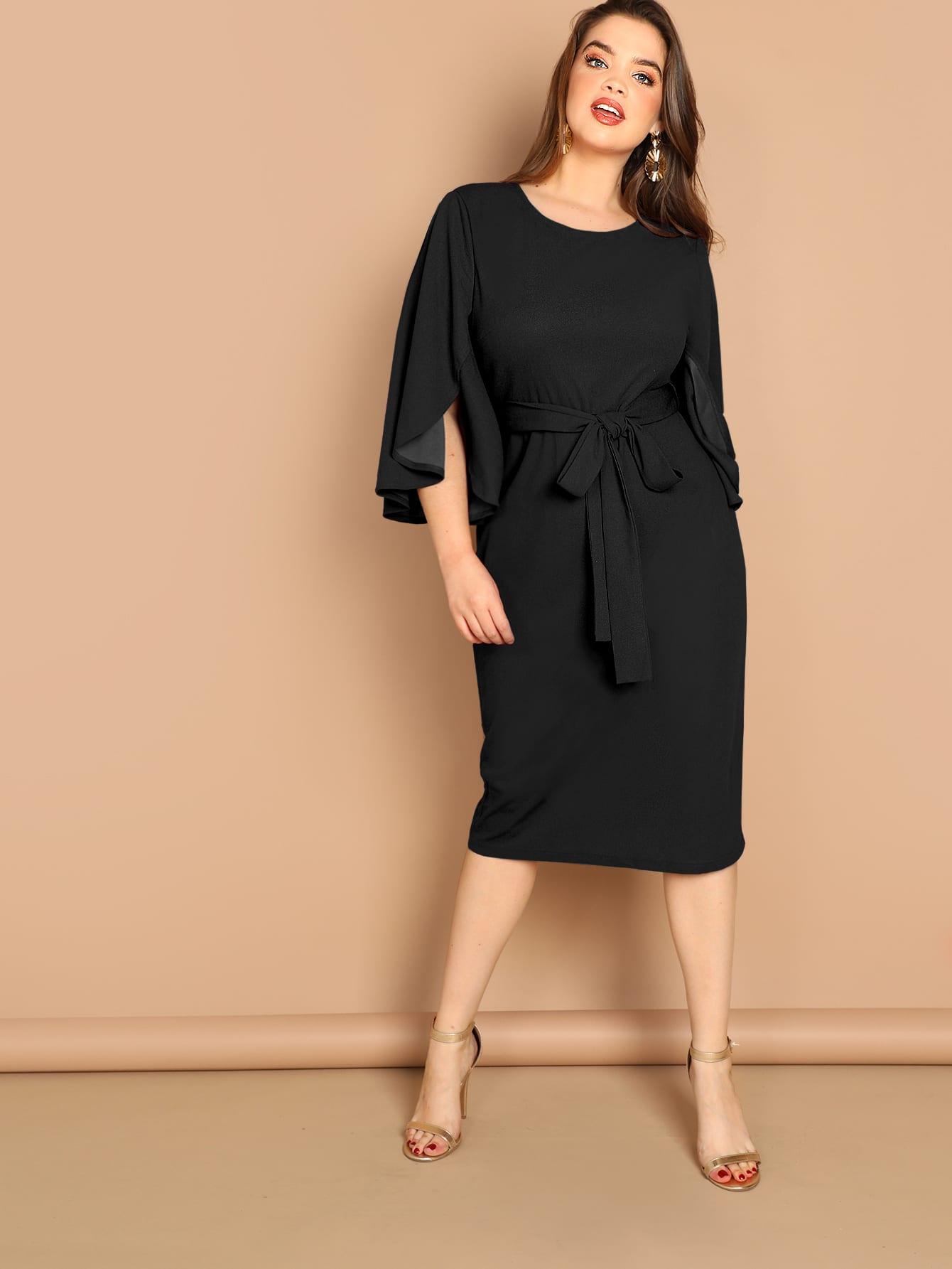 Размер плюс однотонное платье с разрезным рукавом и поясом