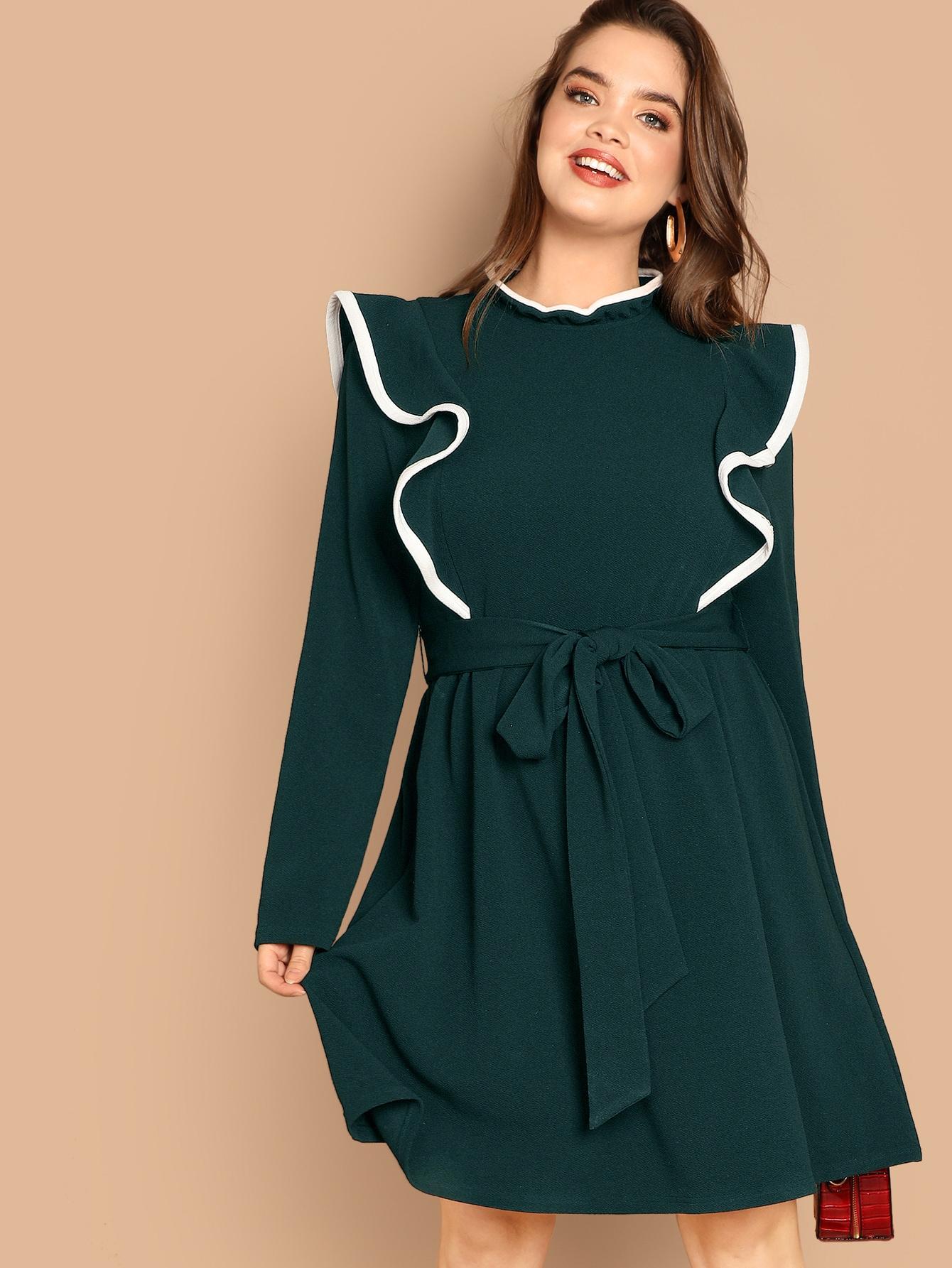 Размер плюс платье с поясом на застежке сзади