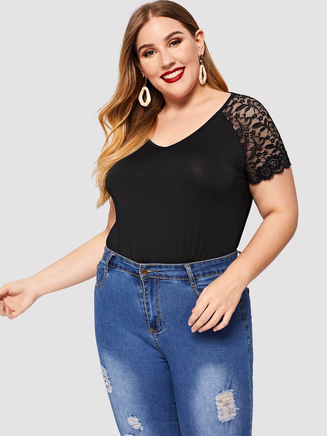 Купить Размера плюс кружевная плоская футболка с V-образным вырезом, Mafe, SheIn