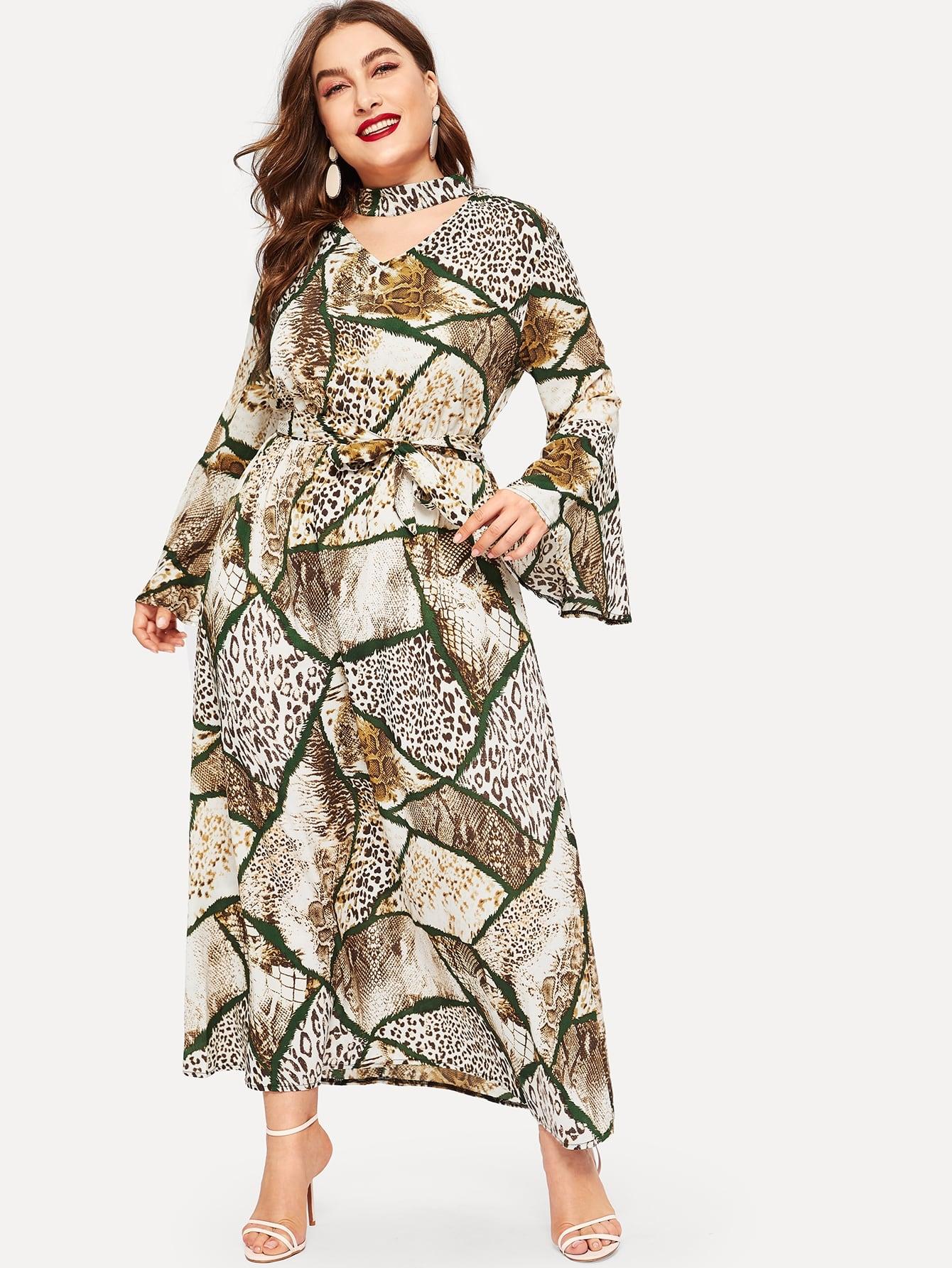 Размера плюс платье с воротником чокер и змеиным принтом