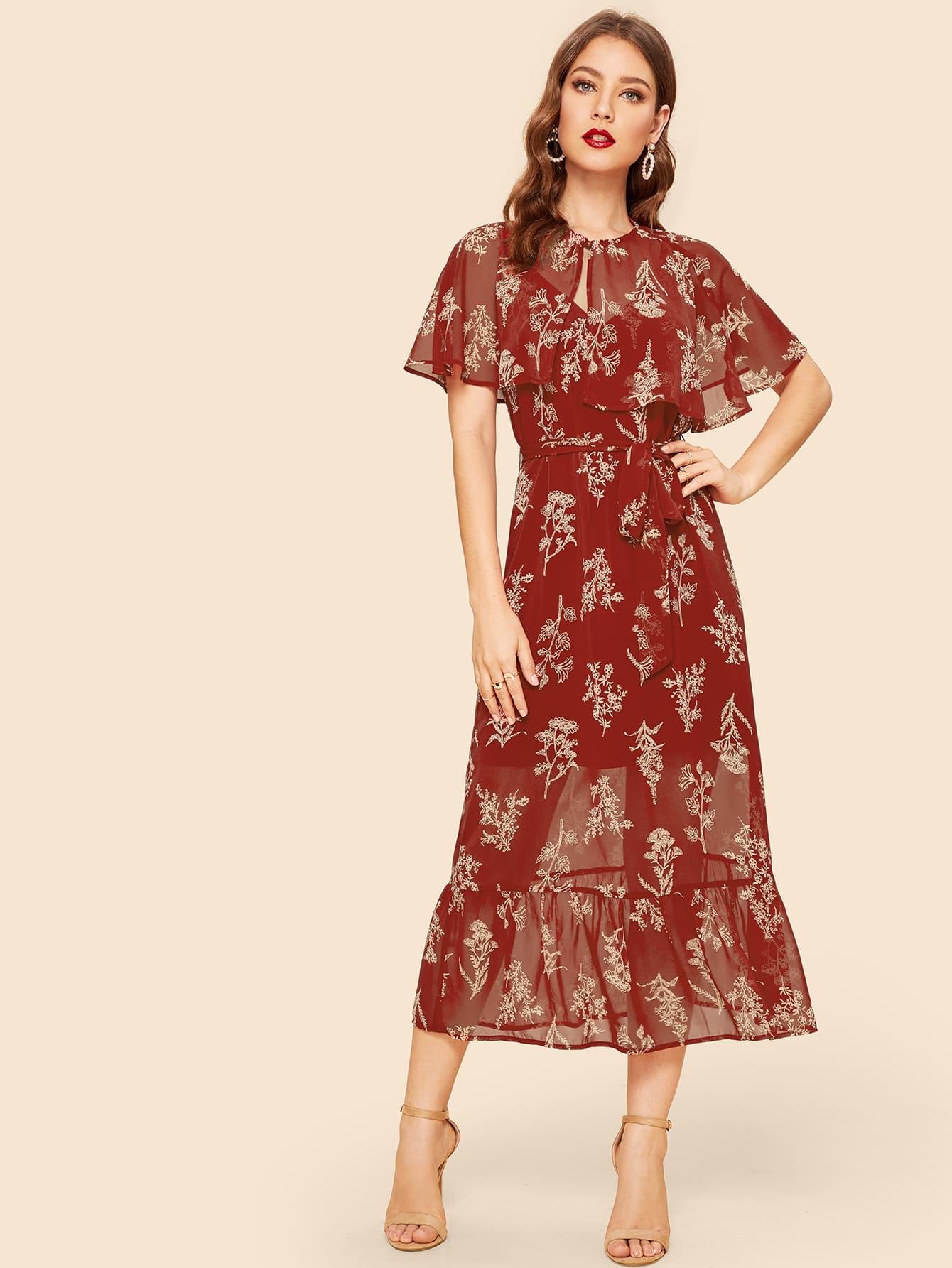 Цветочное платье на бретелях с поясом и кейп