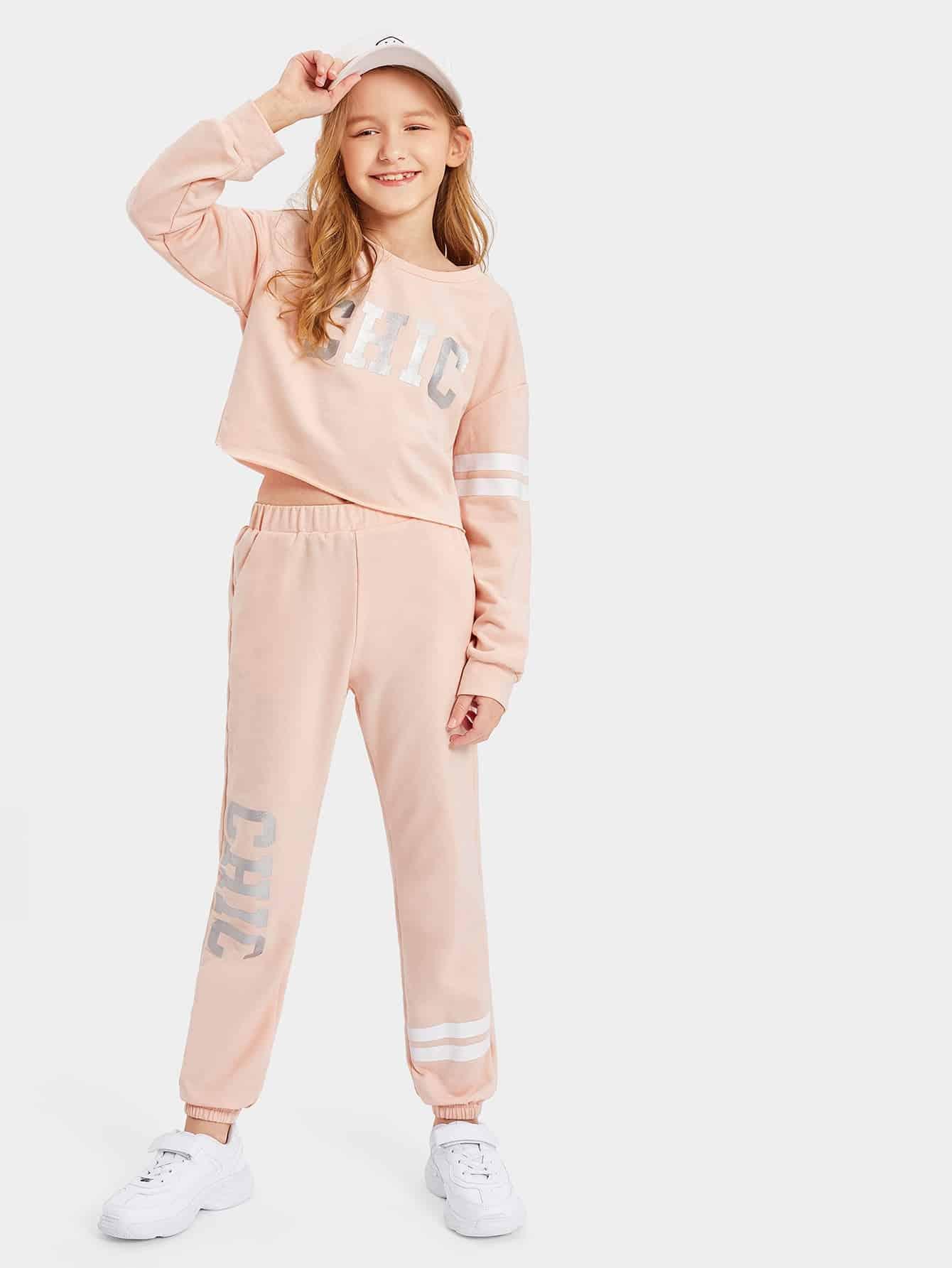 Укороченный топ с текстовым принтом и спортивные брюки для девочек от SheIn