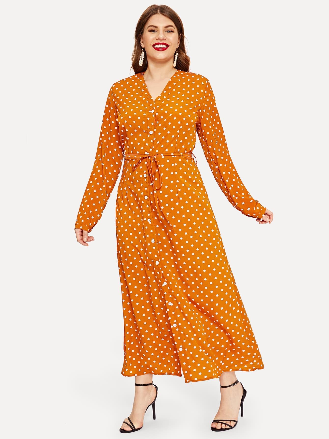 Размера плюс однобортное платье-рубашка в горошек с поясом