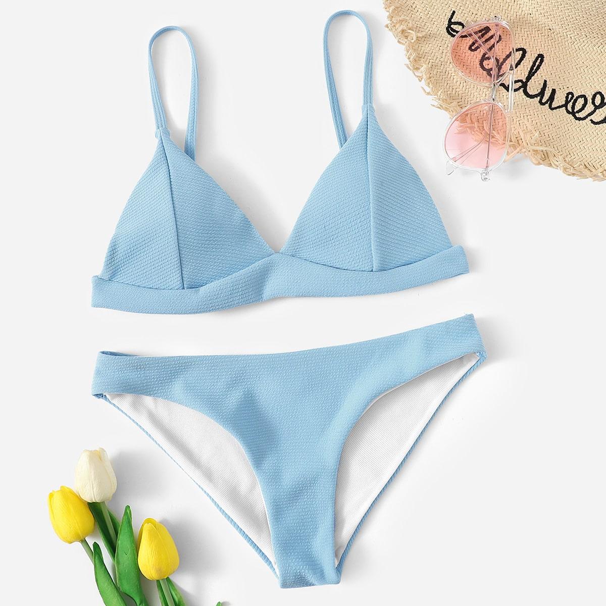 Lichtblauwe bikini met hoog uitgesneden broekje