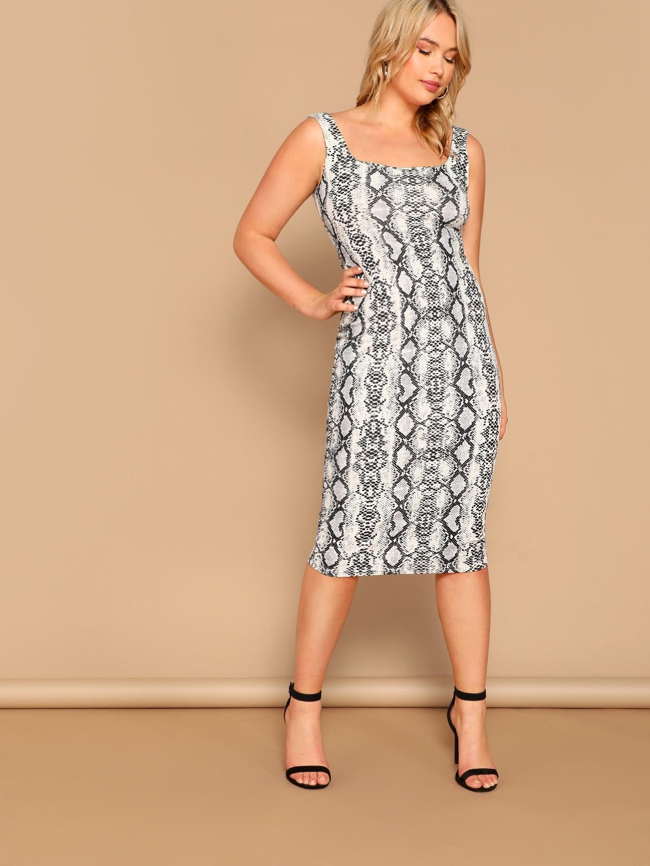 Размер плюс облегающее платье со змеиным принтом и вырезом на спине