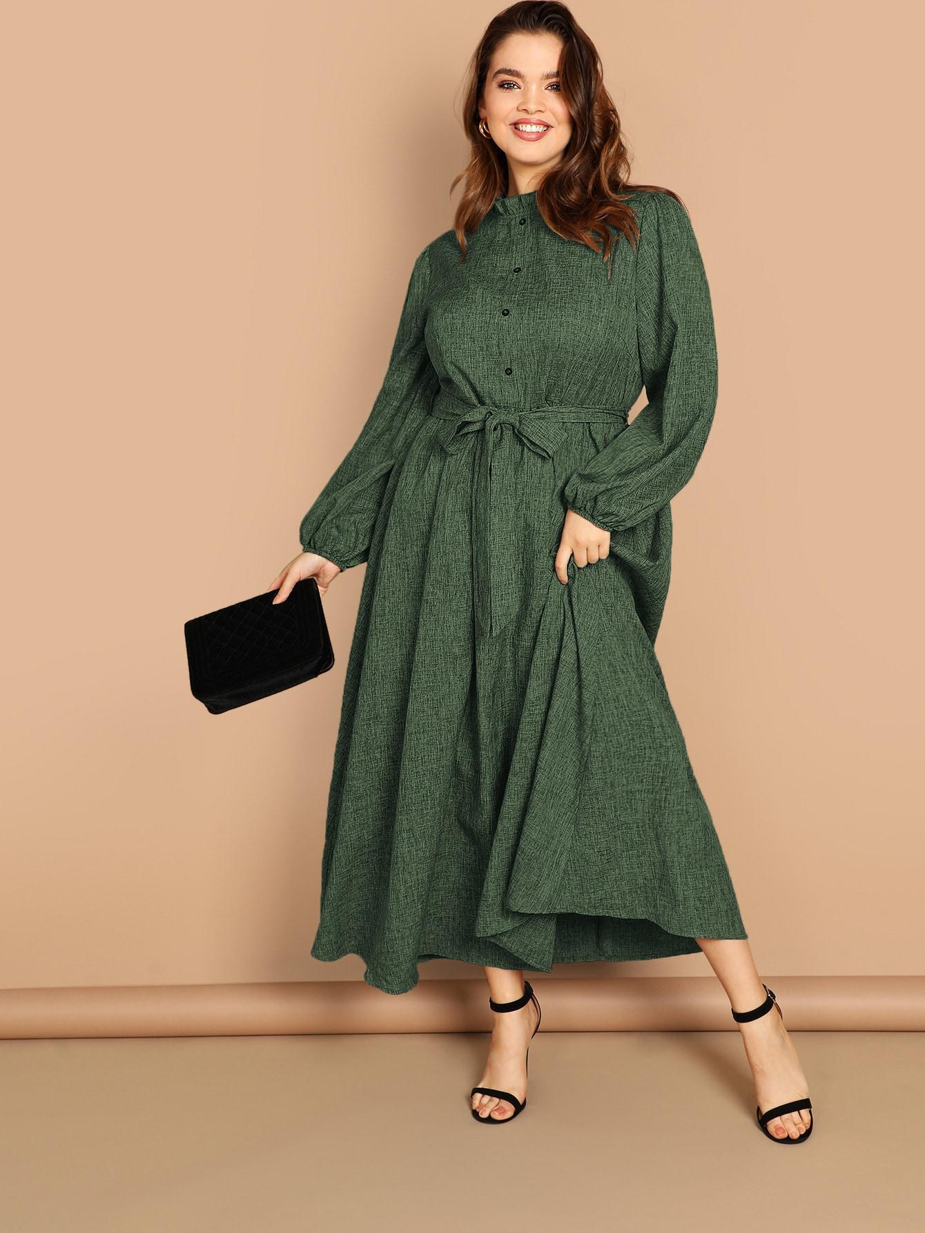 Размер плюс платье с оригинальныи руакавом и пуговицами и складкой