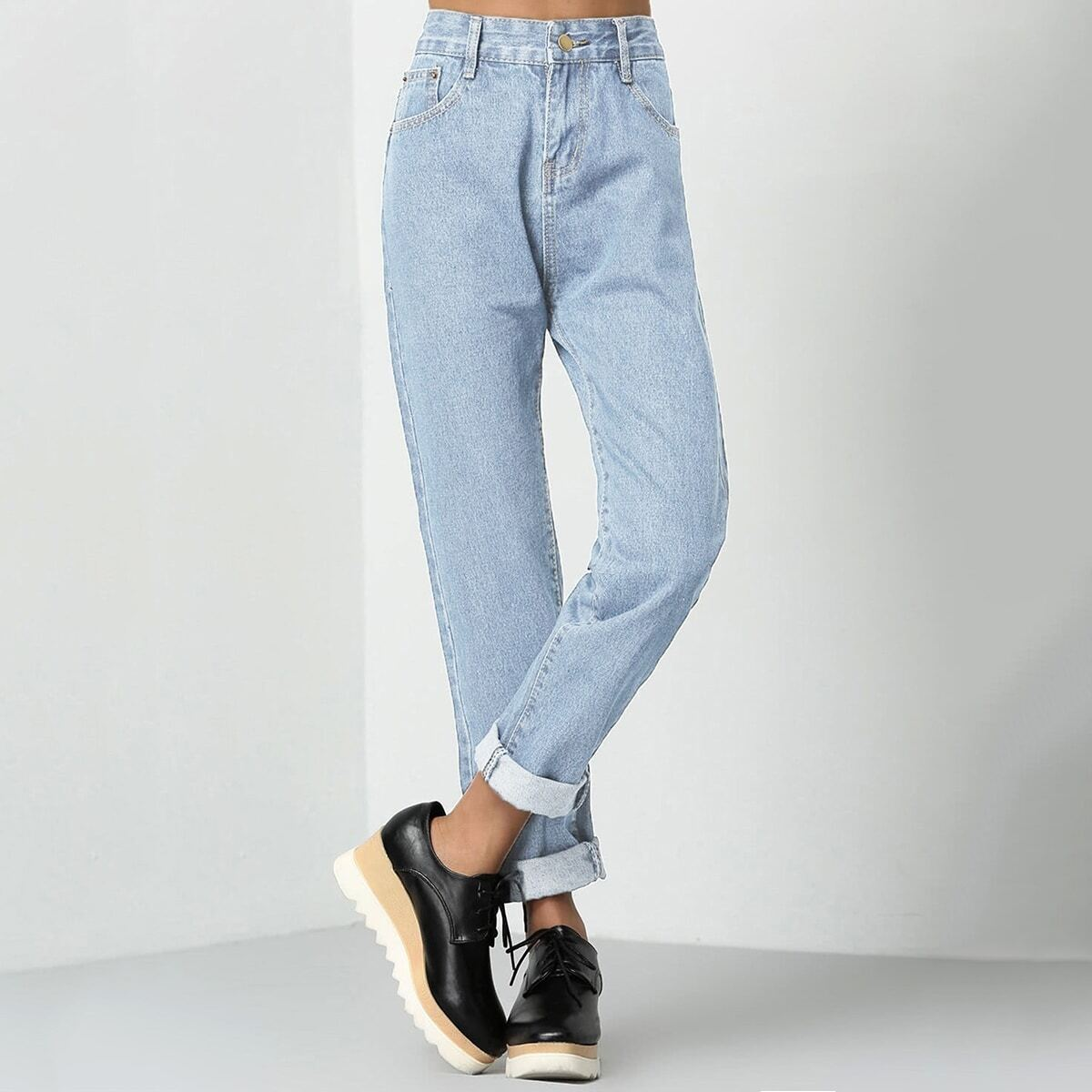 Mom jeans opgerold