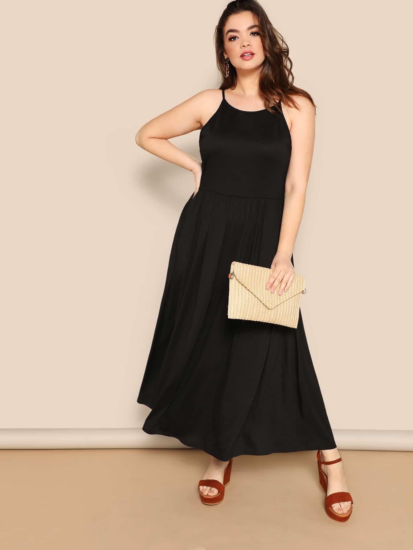 Размер плюс приталенное платье на бретелях с карманом