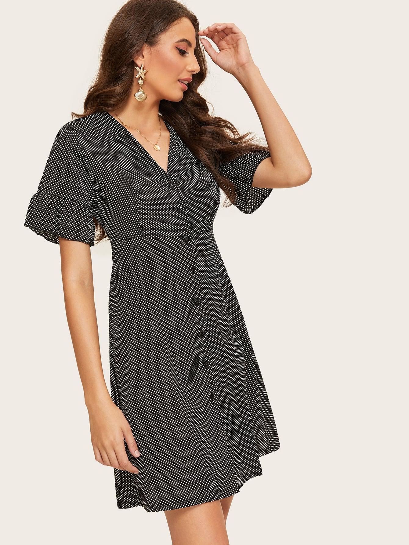 Однобортное платье в горошек с оборкой на рукавах SheIn