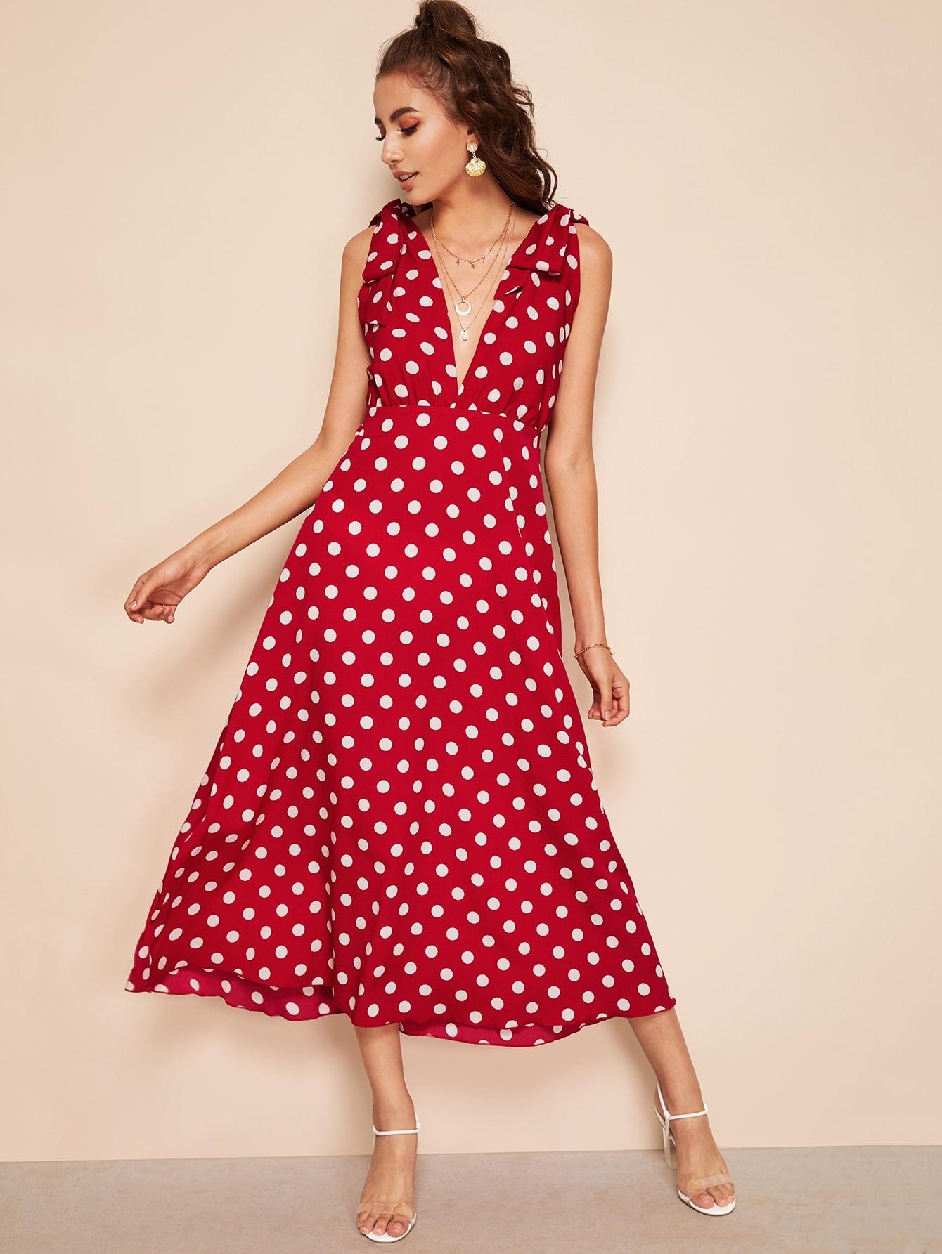 Платье в горошек с глубоким вырезом SheIn