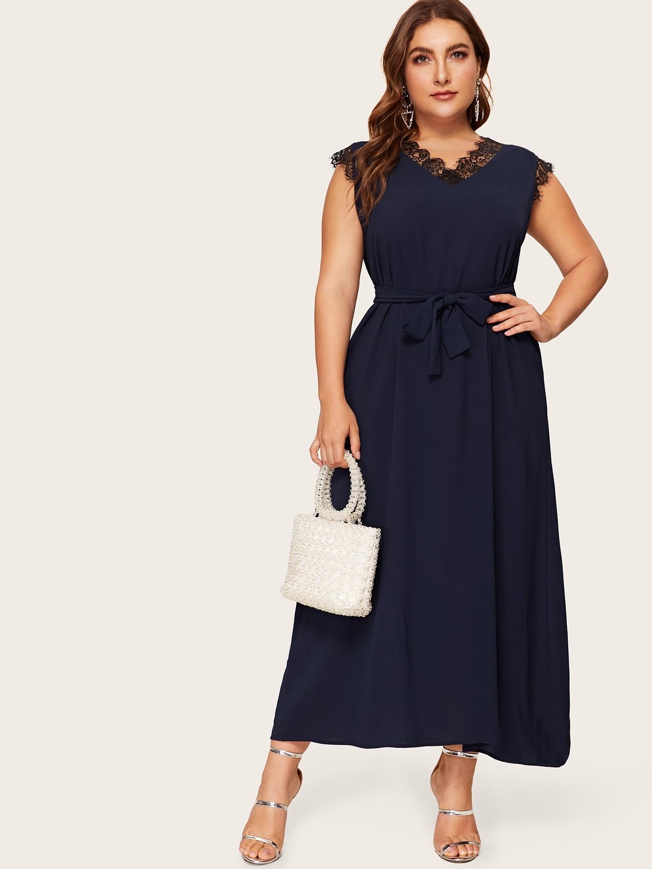 Размера плюс платье с поясом и контрастными кружевами