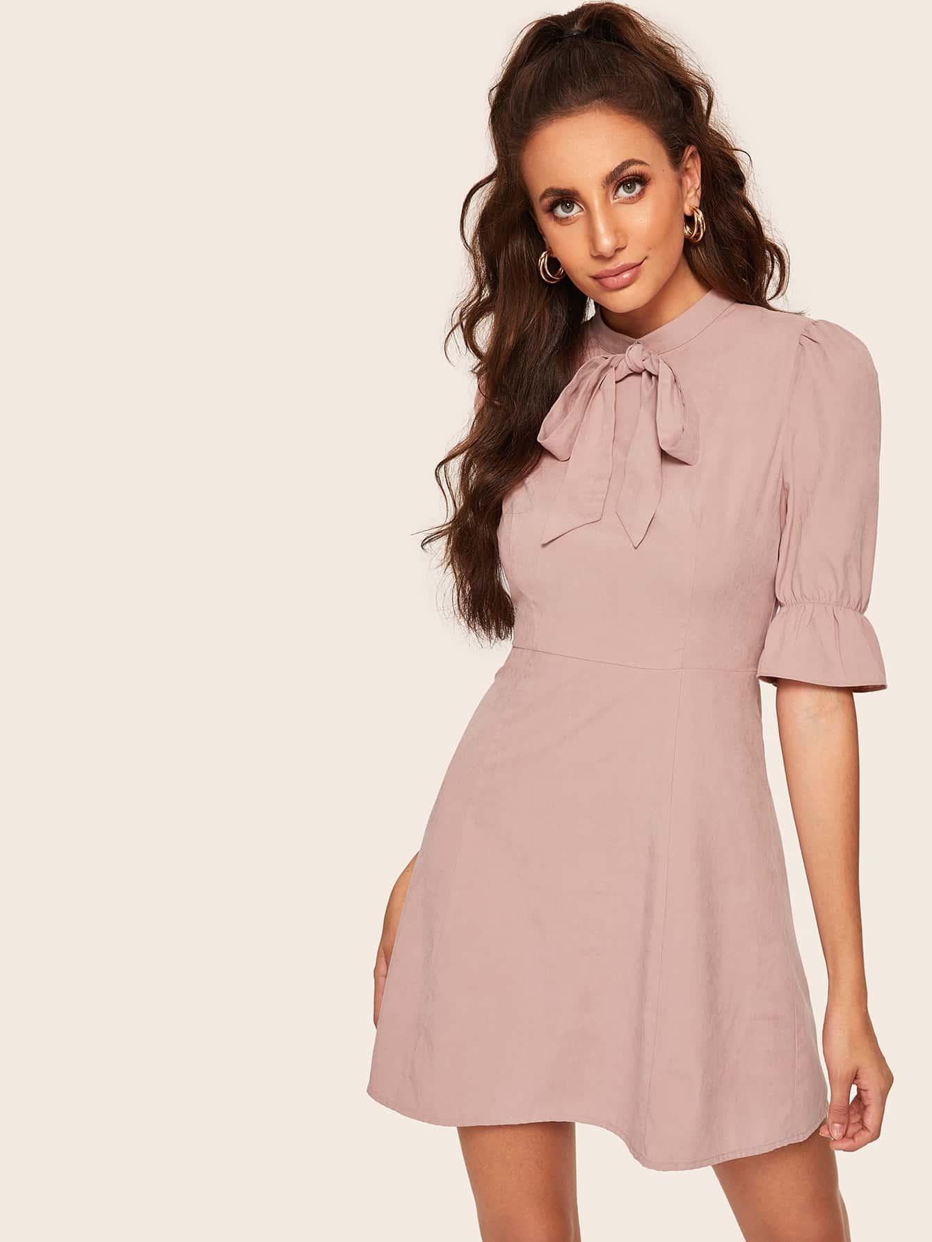 Купить Приталенное платьее-клёш с бантом и оборкой, Mariana D, SheIn
