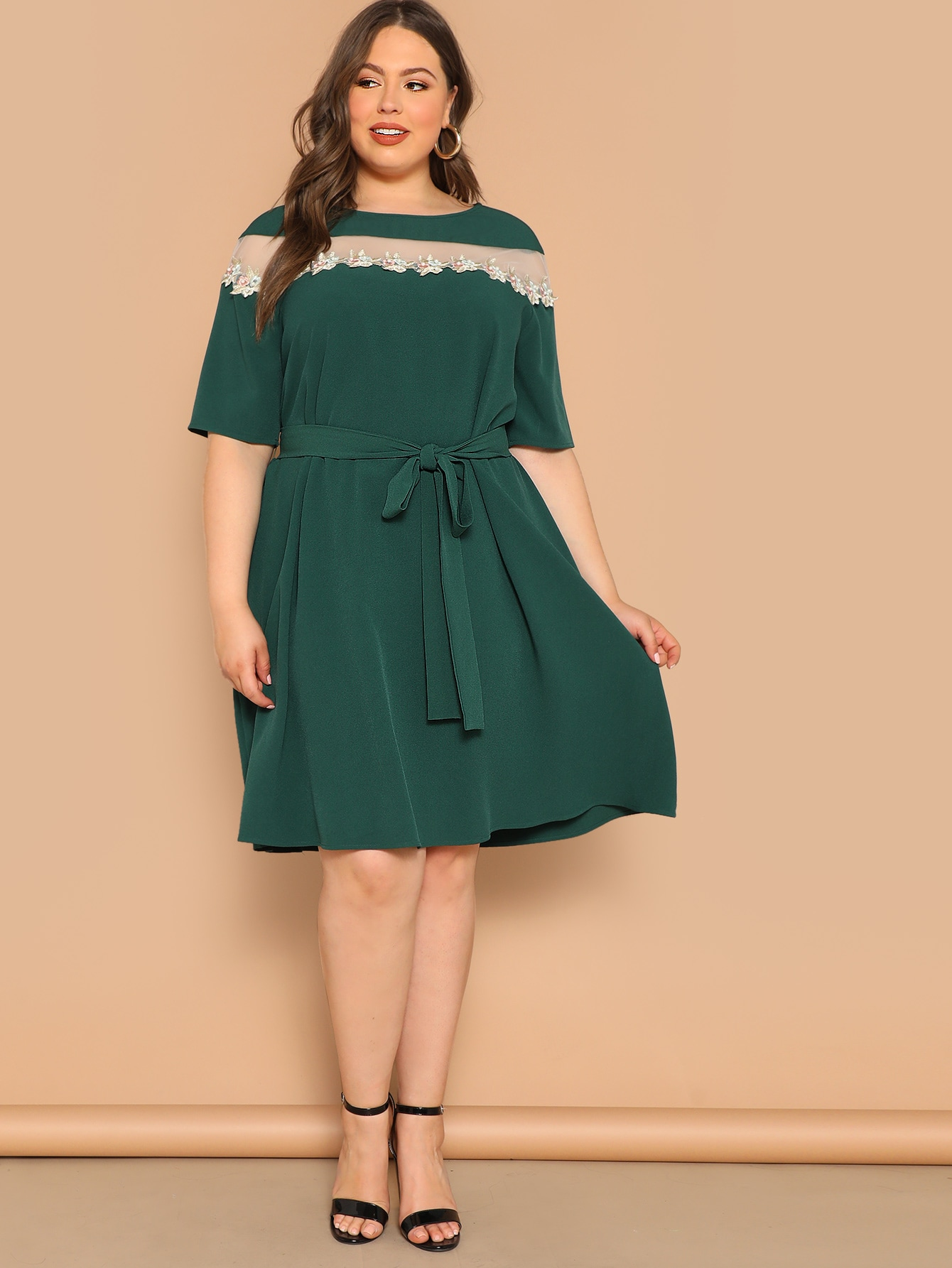 Купить Размер плюс платье с поясом и сеткой и аппликацией, Bailey Carr, SheIn