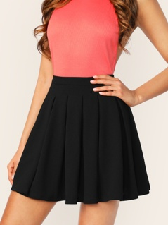 Zip Back Boxy Pleated Solid Skirt