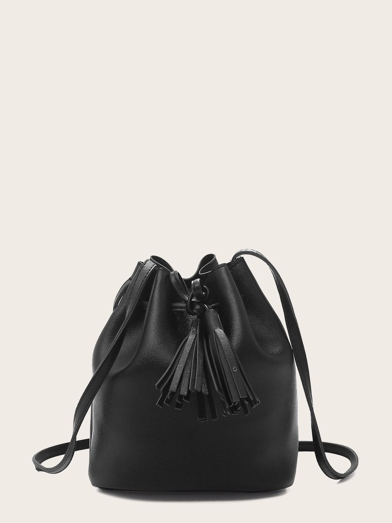 Фото - Сумку-ведро с кулиской с бахромой от SheIn черного цвета