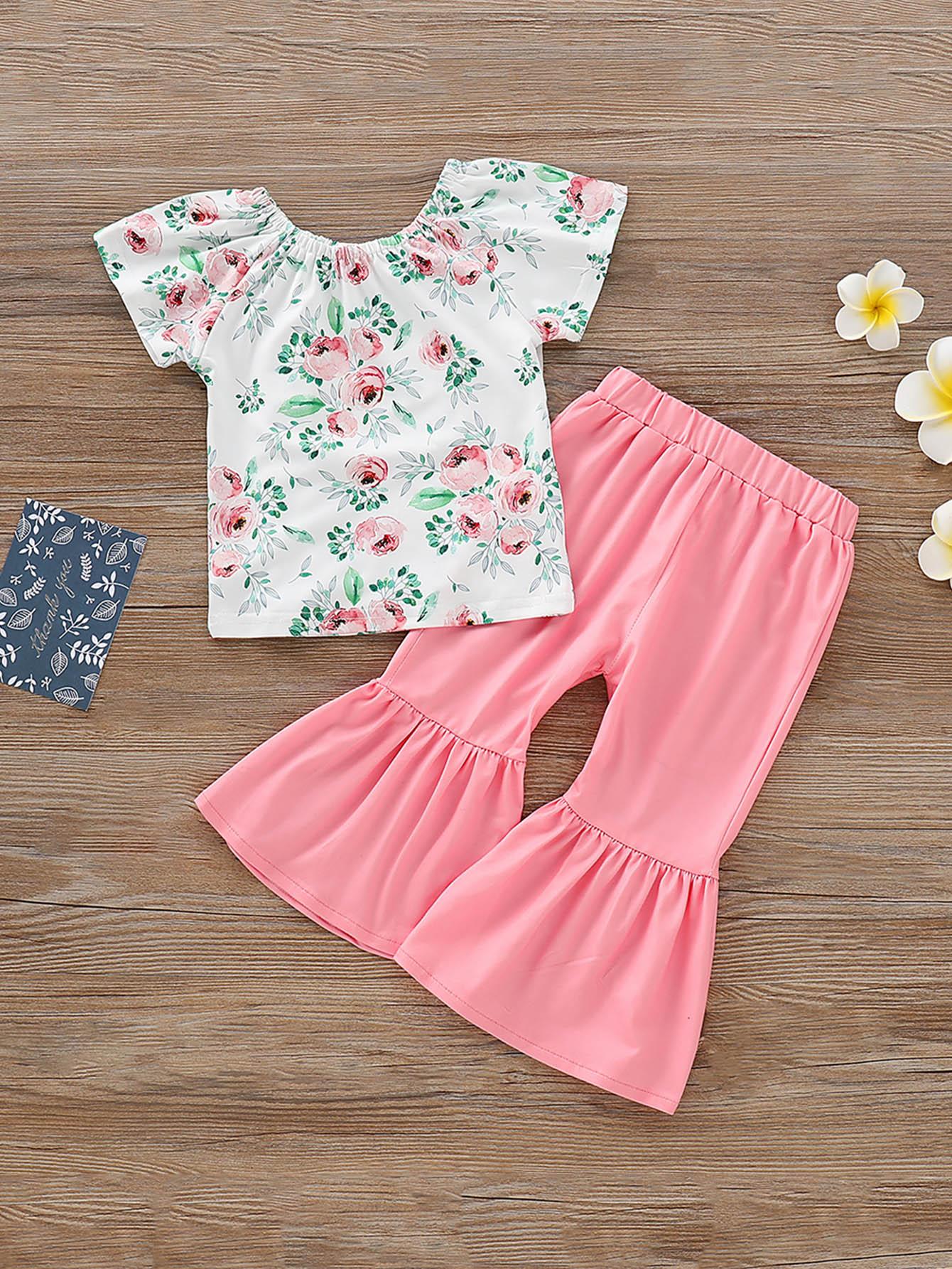 Фото - Блузу с цветочным принтом и расклешенные брюки для маленьких девочек от SheIn цвет многоцветный