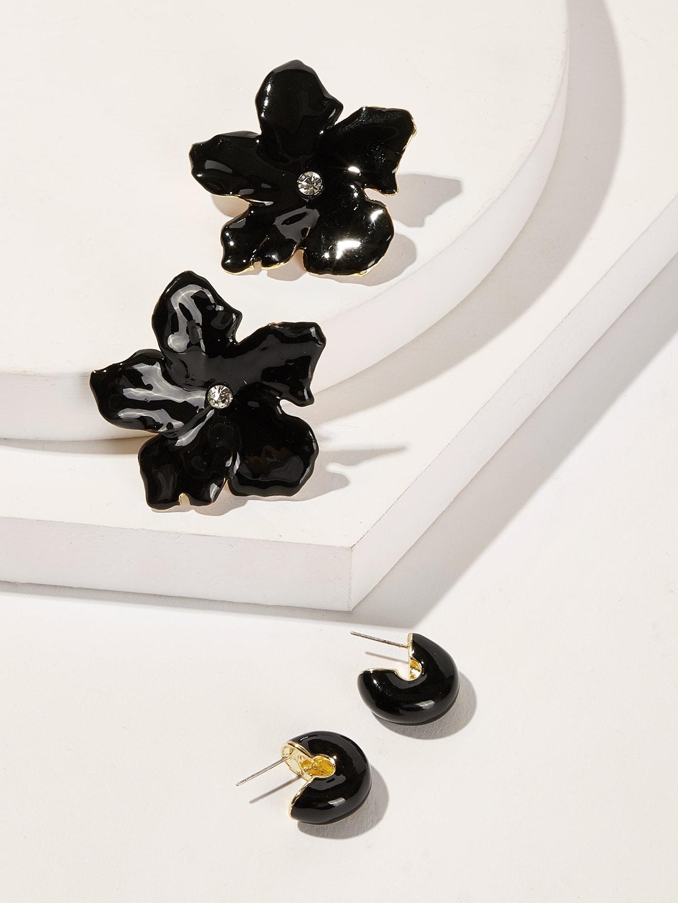 Фото - Серьги-гвоздики в форме цветка 2 пары от SheIn черного цвета