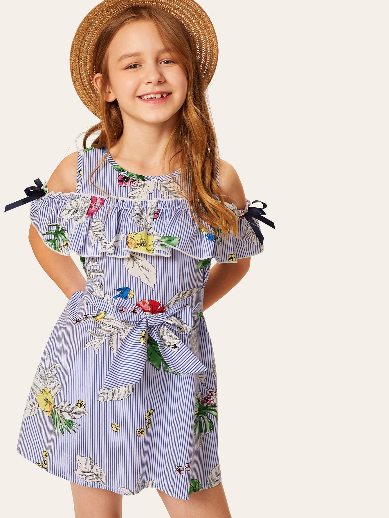 Фото - Цветочное полосатое платье онлайн с поясом для маленьких девочек от SheIn цвет синие