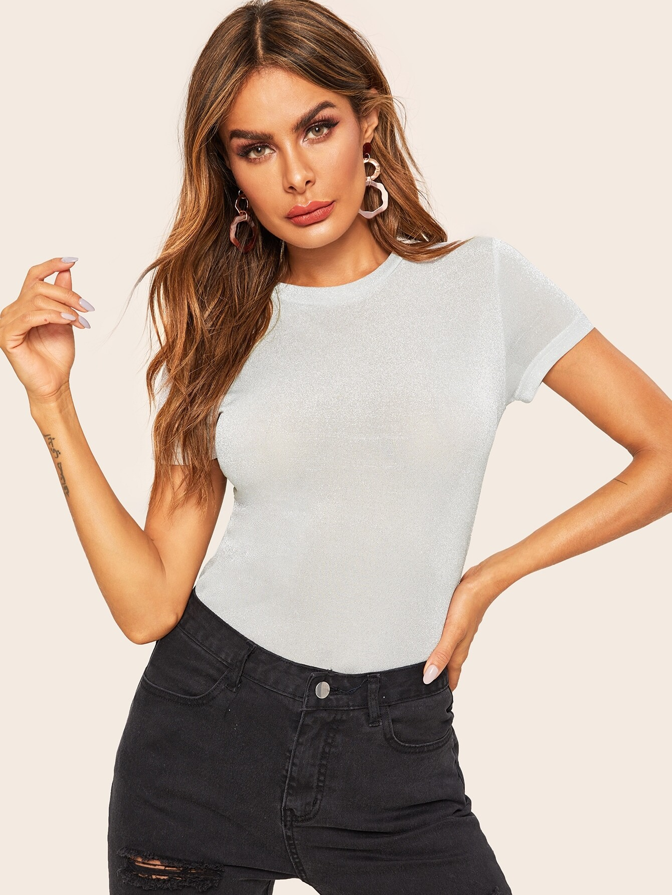 Фото - Блестящая однотонная футболка от SheIn серого цвета