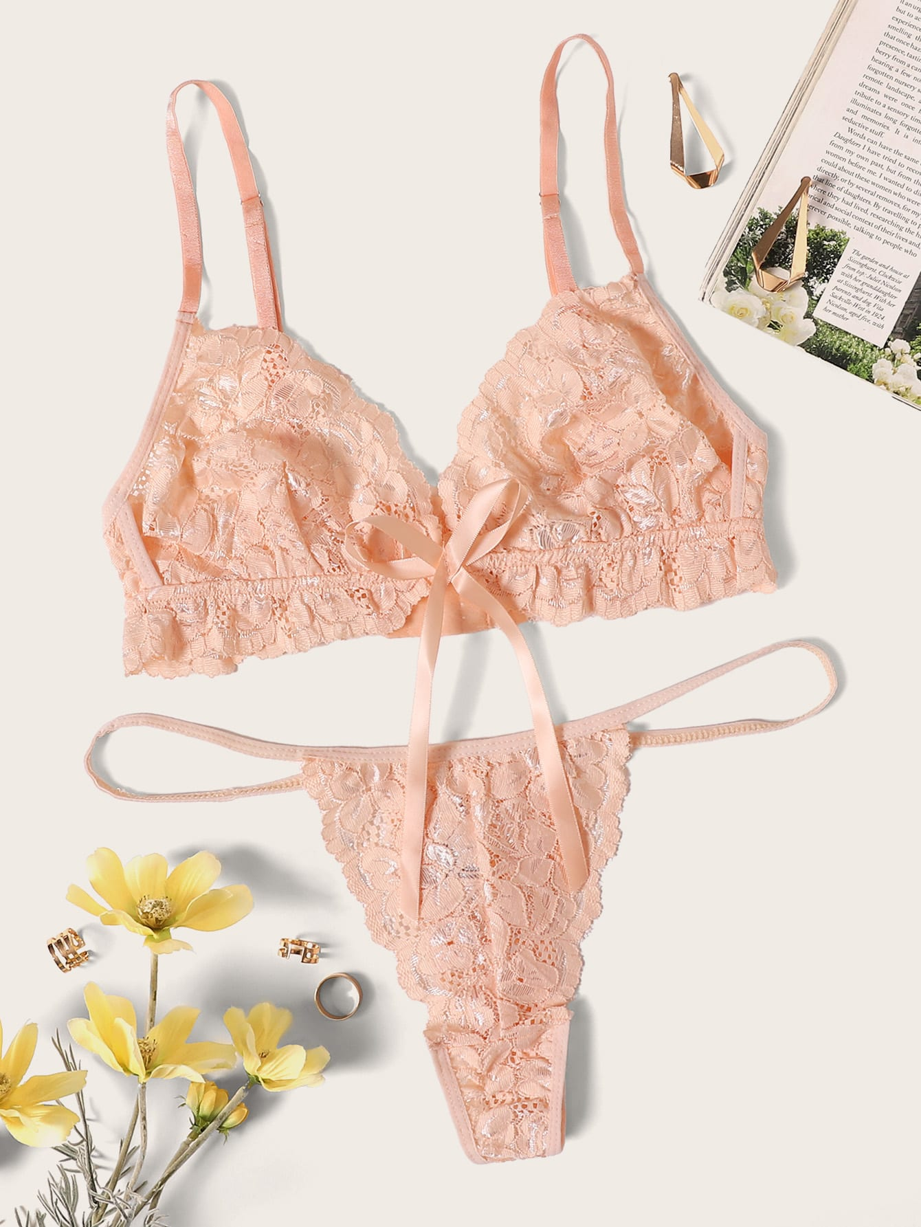 Фото - Комплект нижнего женского белья с цветочным кружевом от SheIn розового цвета