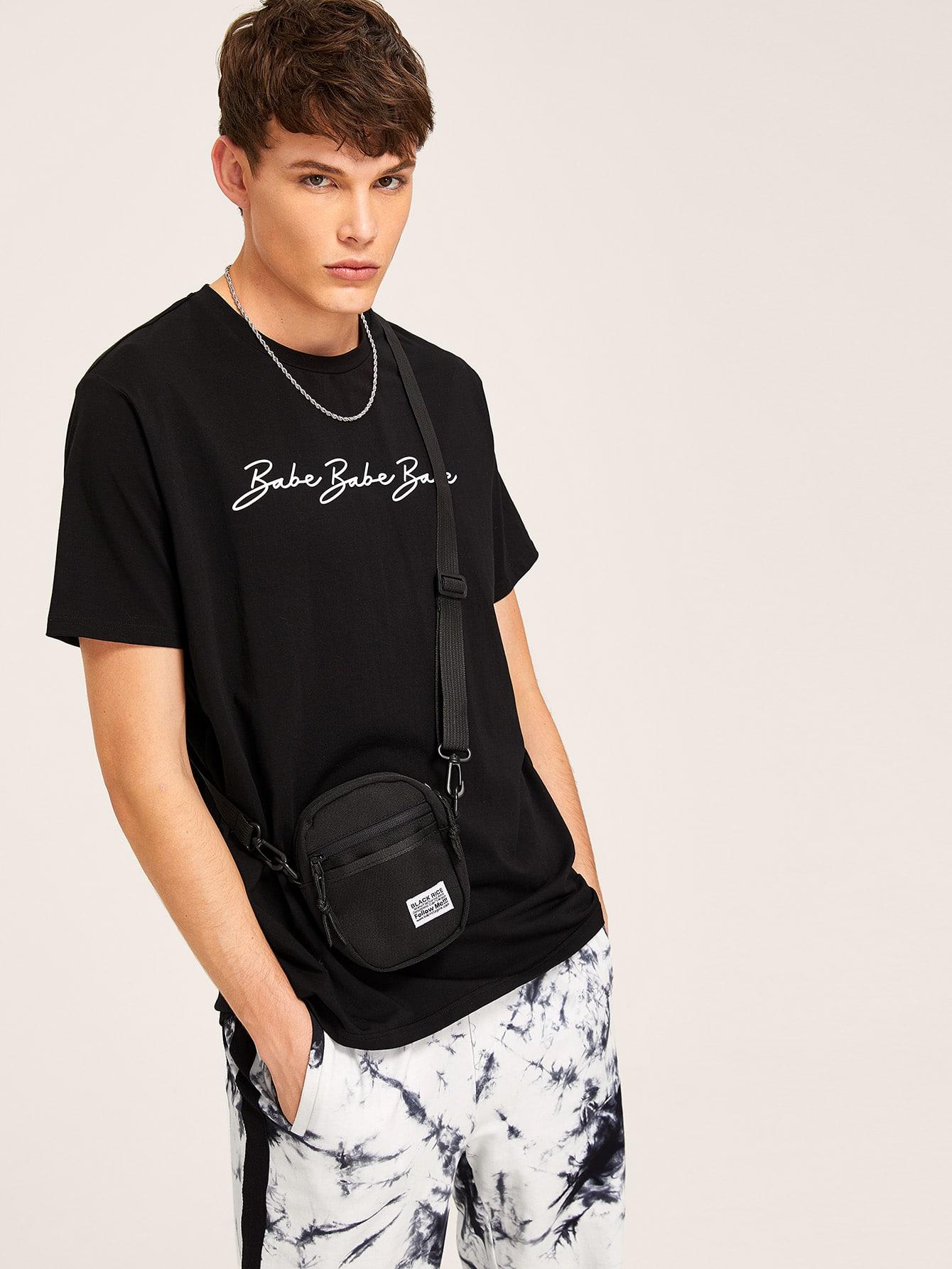 Фото - Мужская футболка с текстовым принтом без сумки от SheIn черного цвета