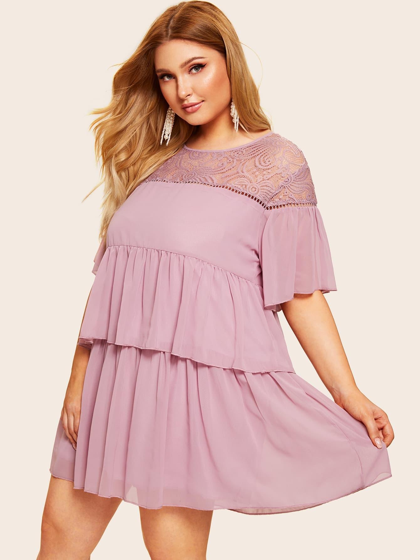 Размера плюс стильное платье с контрастными кружевами