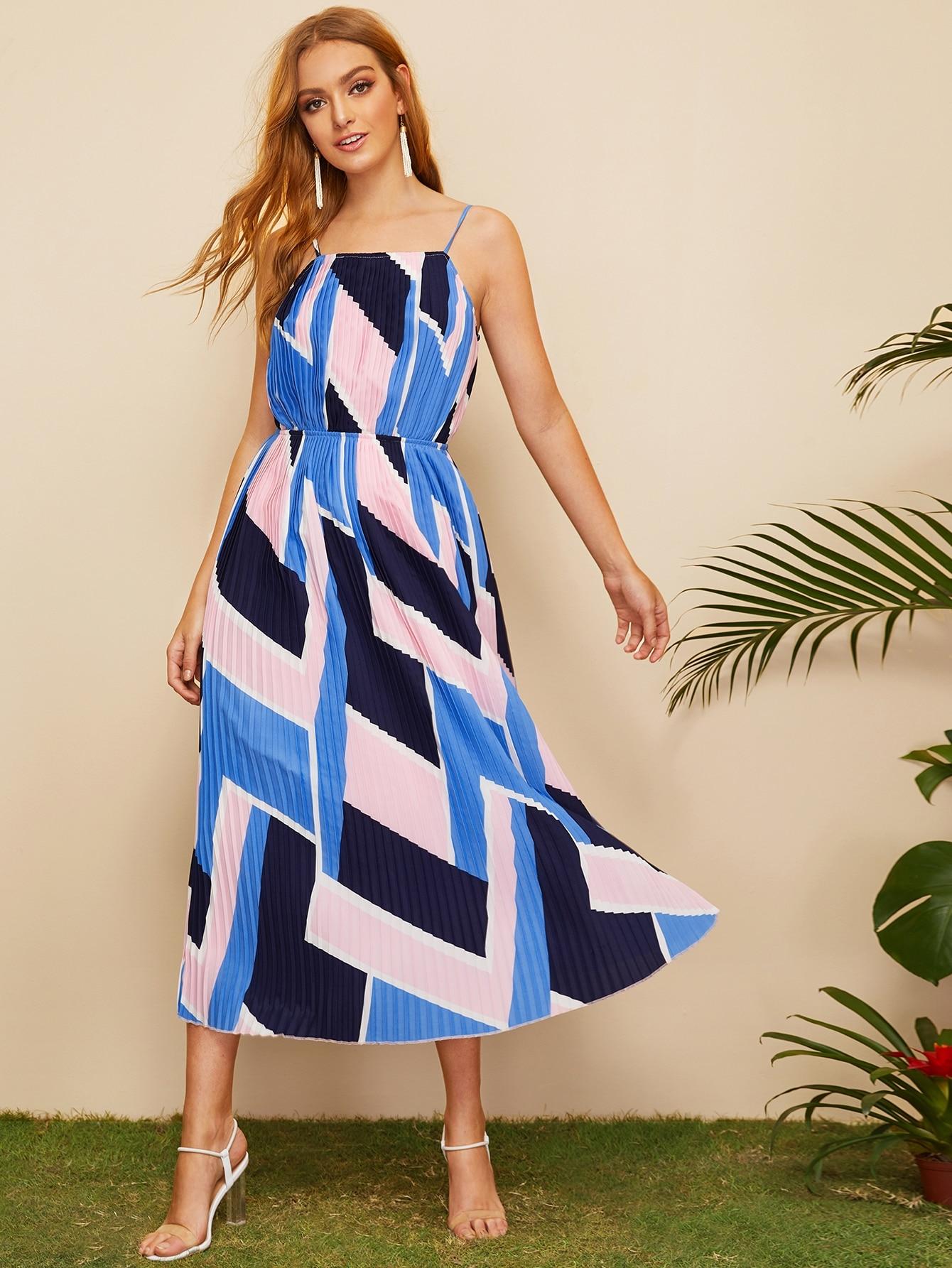Фото - Плиссированное платье на бреетлях с графическим принтом от SheIn цвет многоцветный