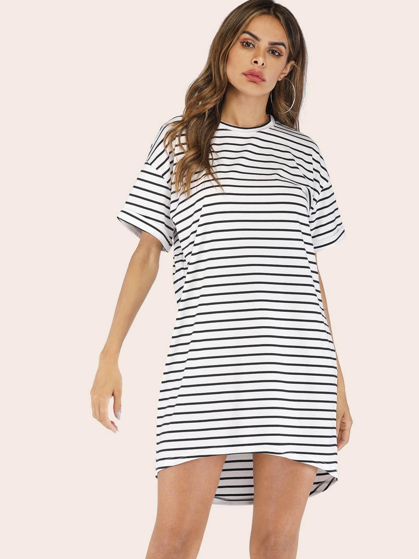 Фото - Полосатое платье-футболка с заниженной линией плеч от SheIn цвет чёрнобелые