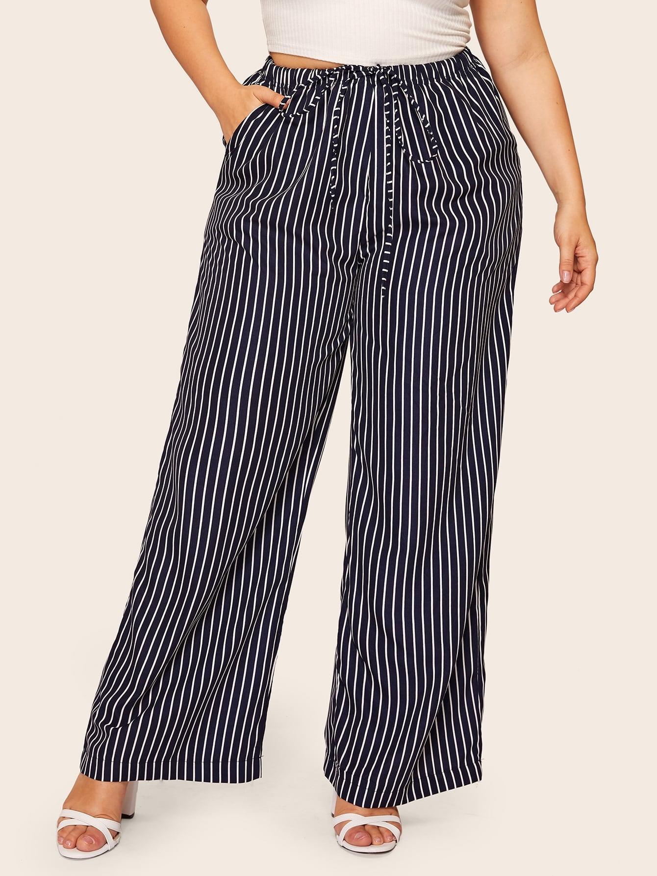 Фото - Размера плюс полосатые широкие брюки с кулиской на талии от SheIn цвет тёмно-синие