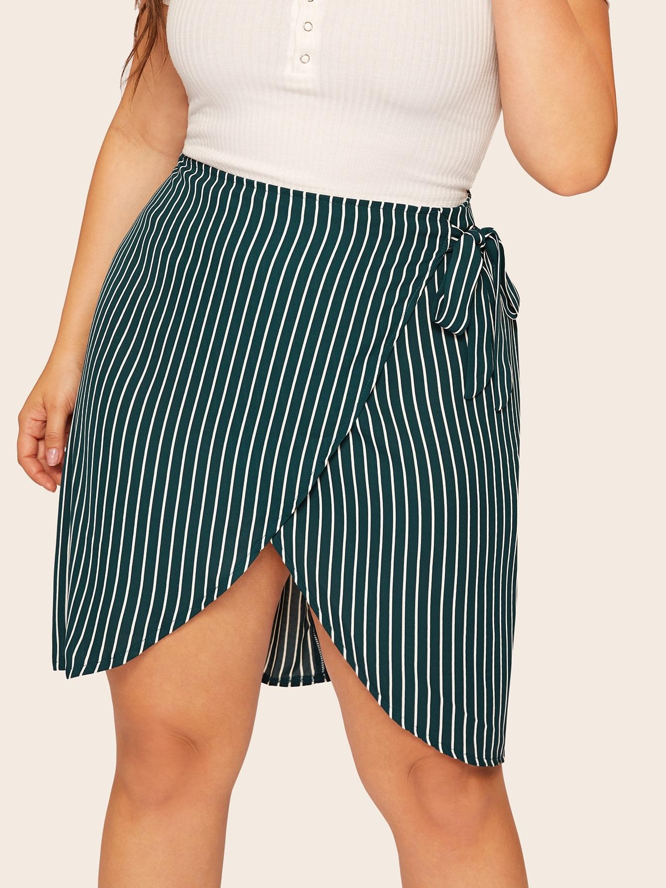 Фото - Размера плюс асимметричная полосатая юбка на запах от SheIn цвет зелёные