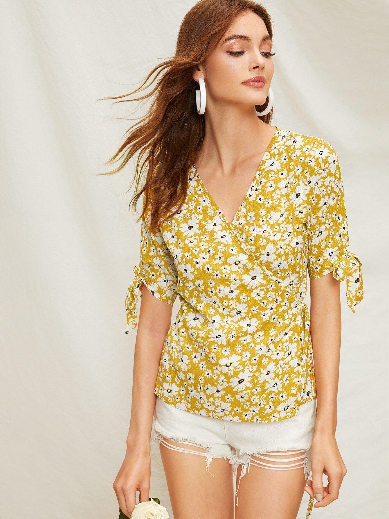 Фото - Блузу на запах с графическим принтом от SheIn желтого цвета