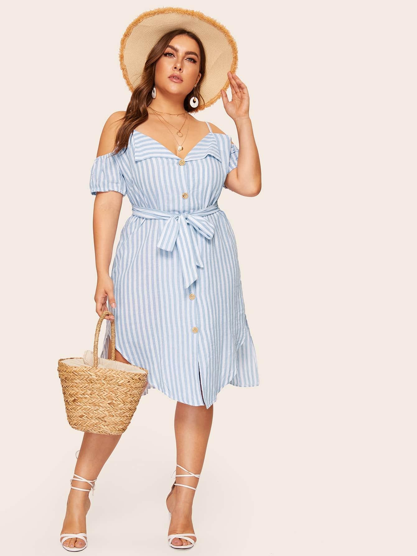 Фото - Размера плюс полосатое платье-рубашка с открытыми плечами от SheIn цвет синие