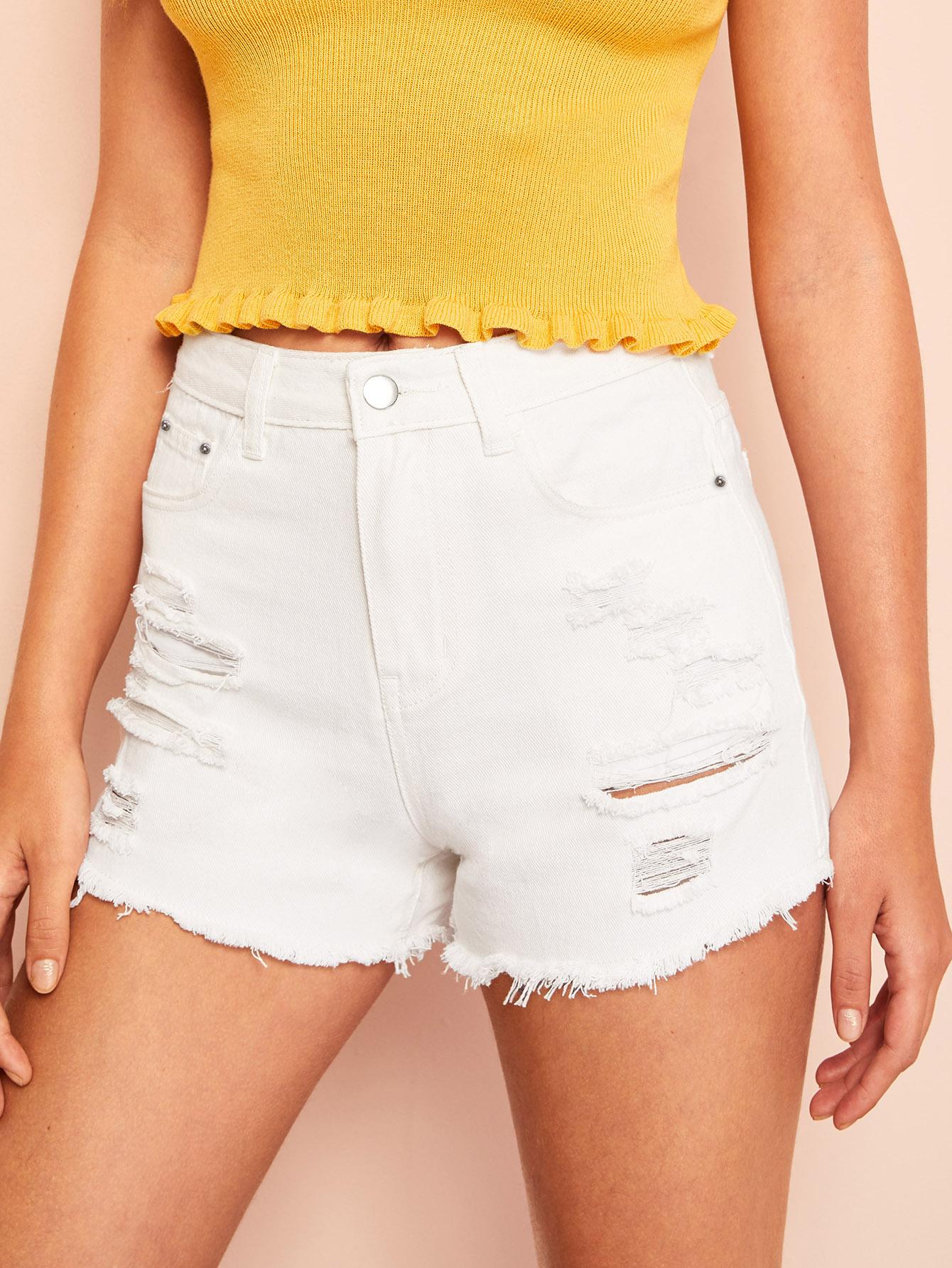 Рваные джинсовые шорты с необработанным краем