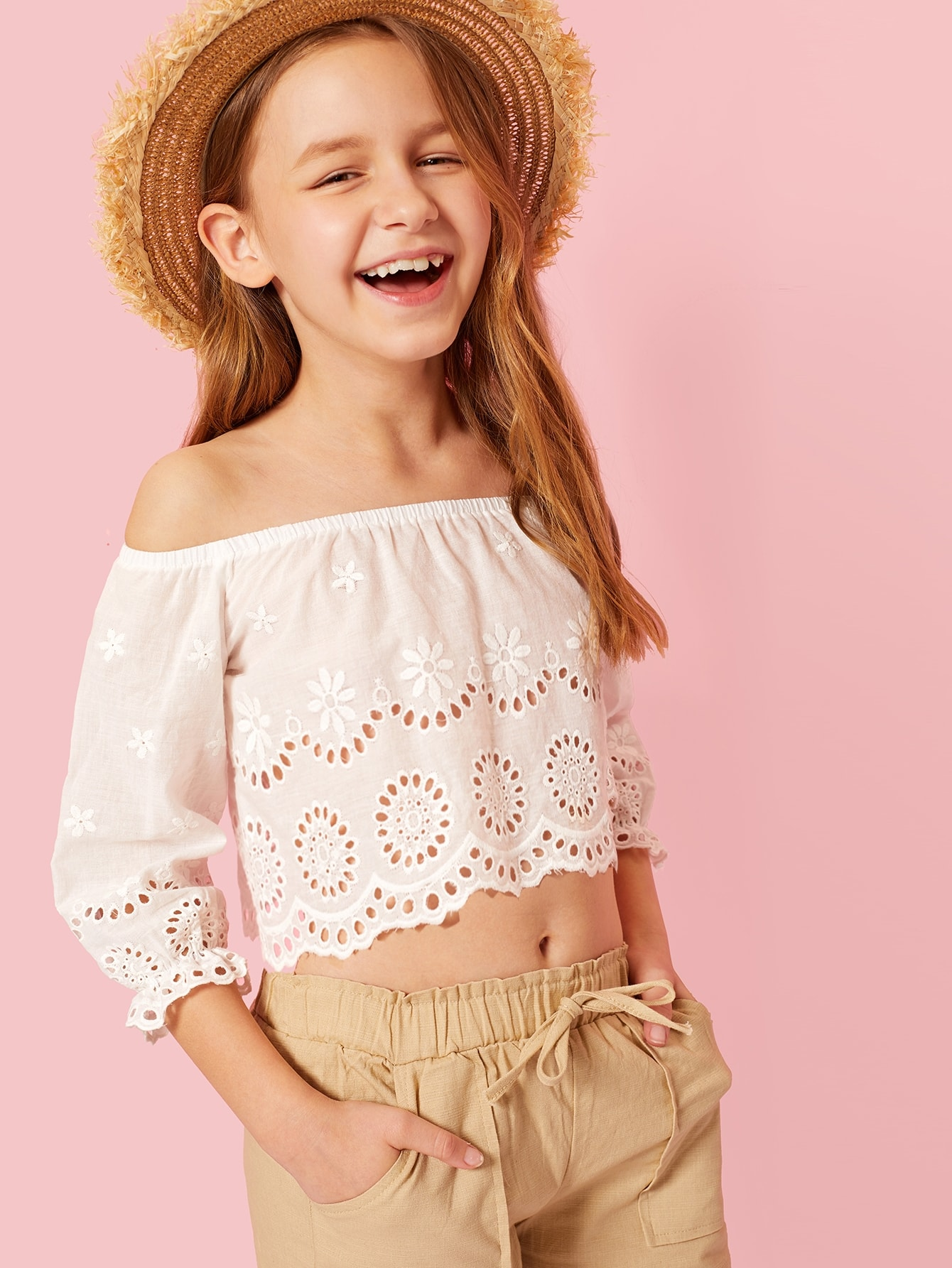 Фото - Блузку с вышивкой и фигурной отделкой по краю для девочек от SheIn бежевого цвета