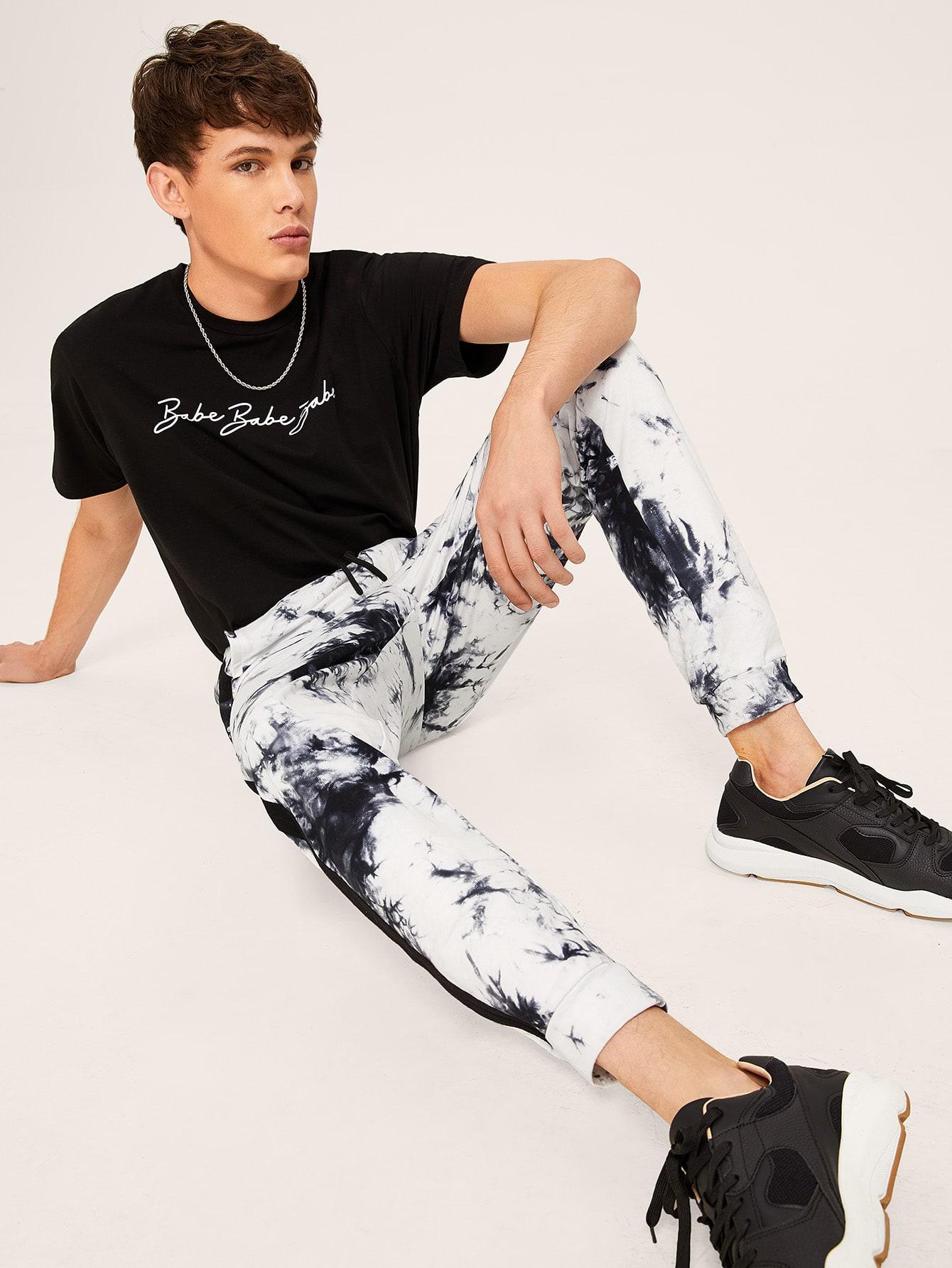 Фото - Мужские брюки с поясом и разноцветной лентой сбоку от SheIn цвет чёрнобелые