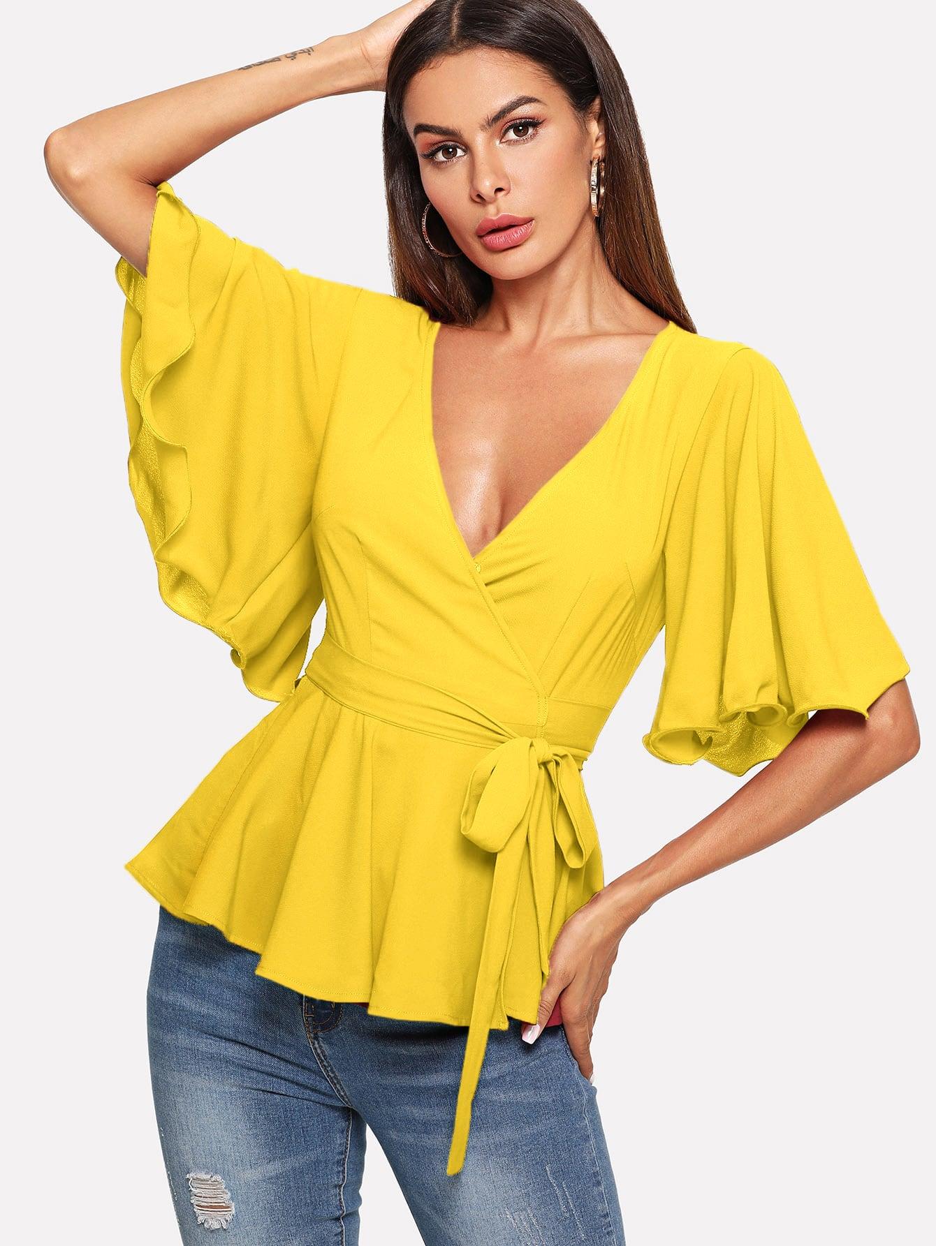 Фото - Топ с оригинальным рукавом и поясом и глубоким V-образным вырезом от SheIn желтого цвета