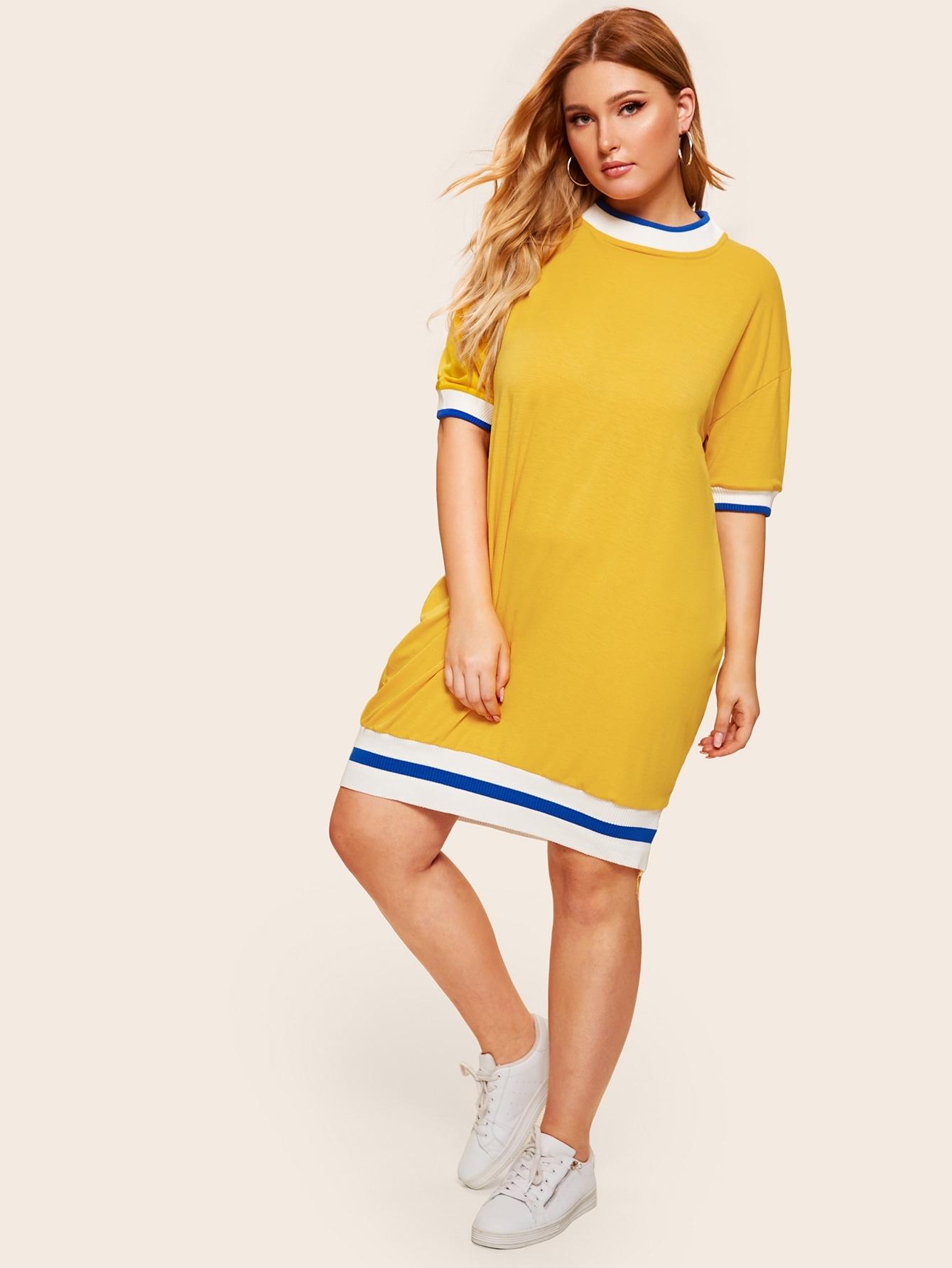 Размера плюс платье с контрастной отделкой и заниженной линией плеч