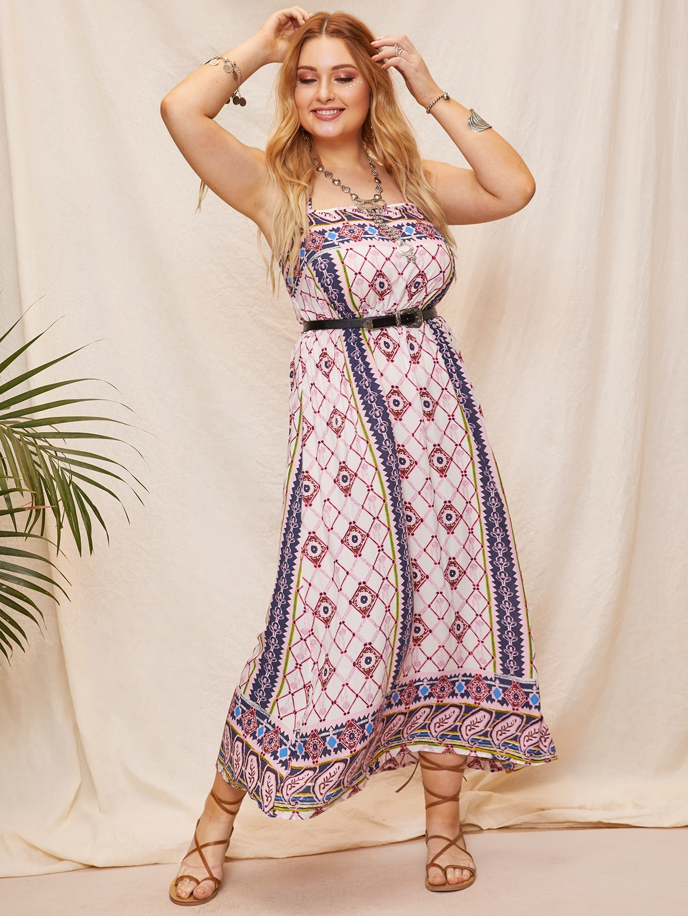 Размера плюс платье на бретелях с племенным принтом