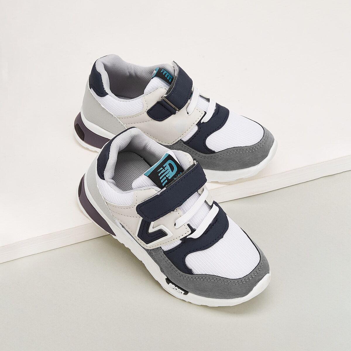 Sneakers met gekleurde blokken en klittenbandsluiting