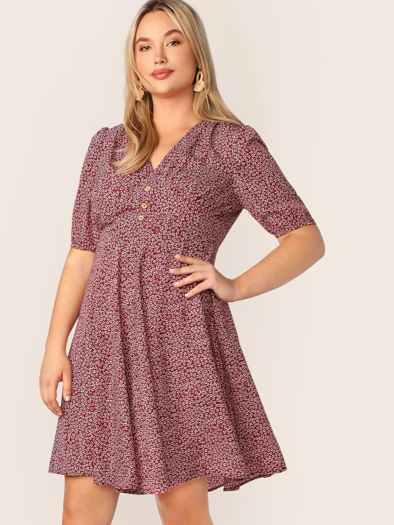 Размер плюс цветочное платье с пуговицами и V-образным вырезом