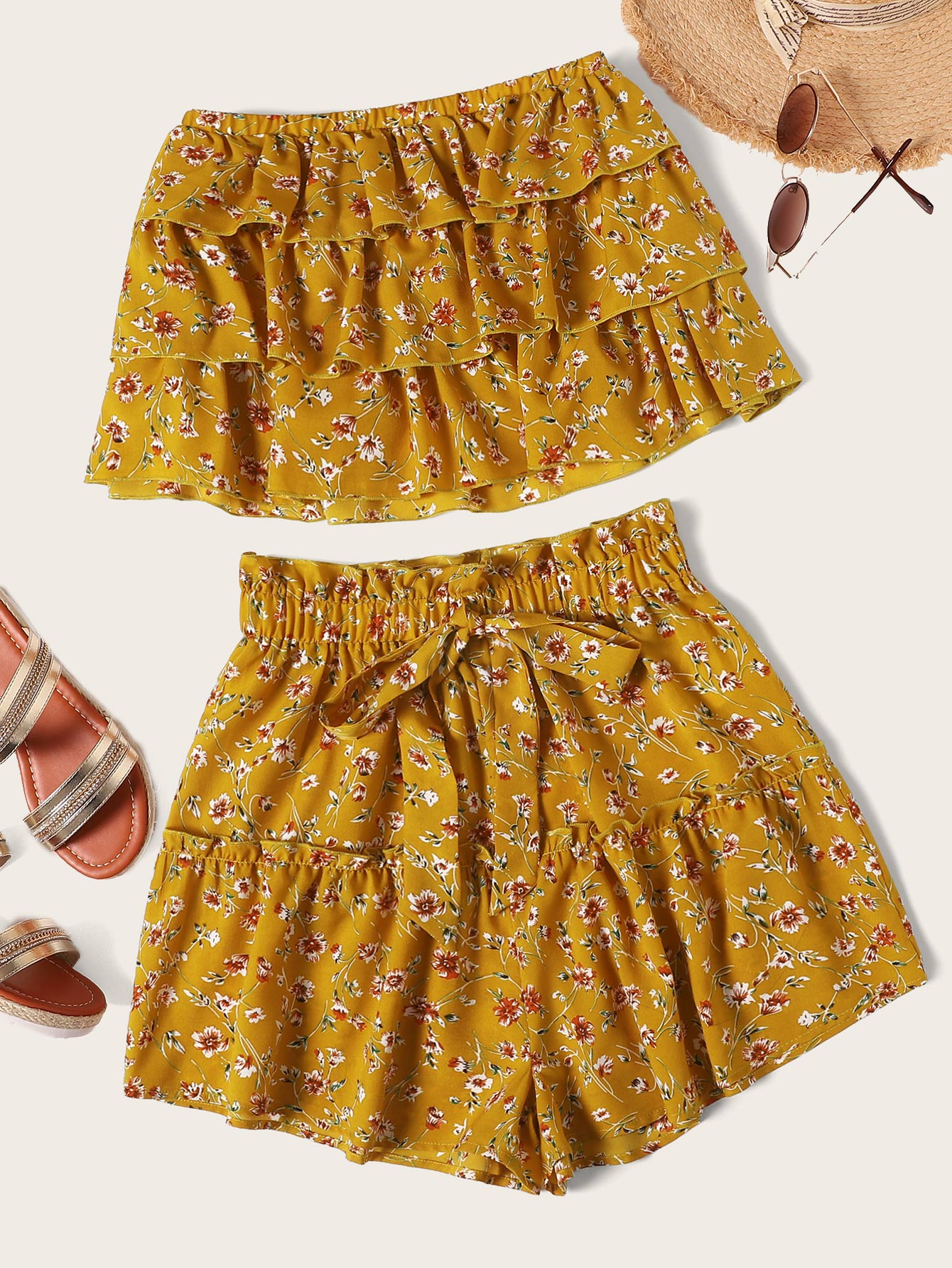 Фото - Топ бандо с многослойными оборками и шорты от SheIn желтого цвета
