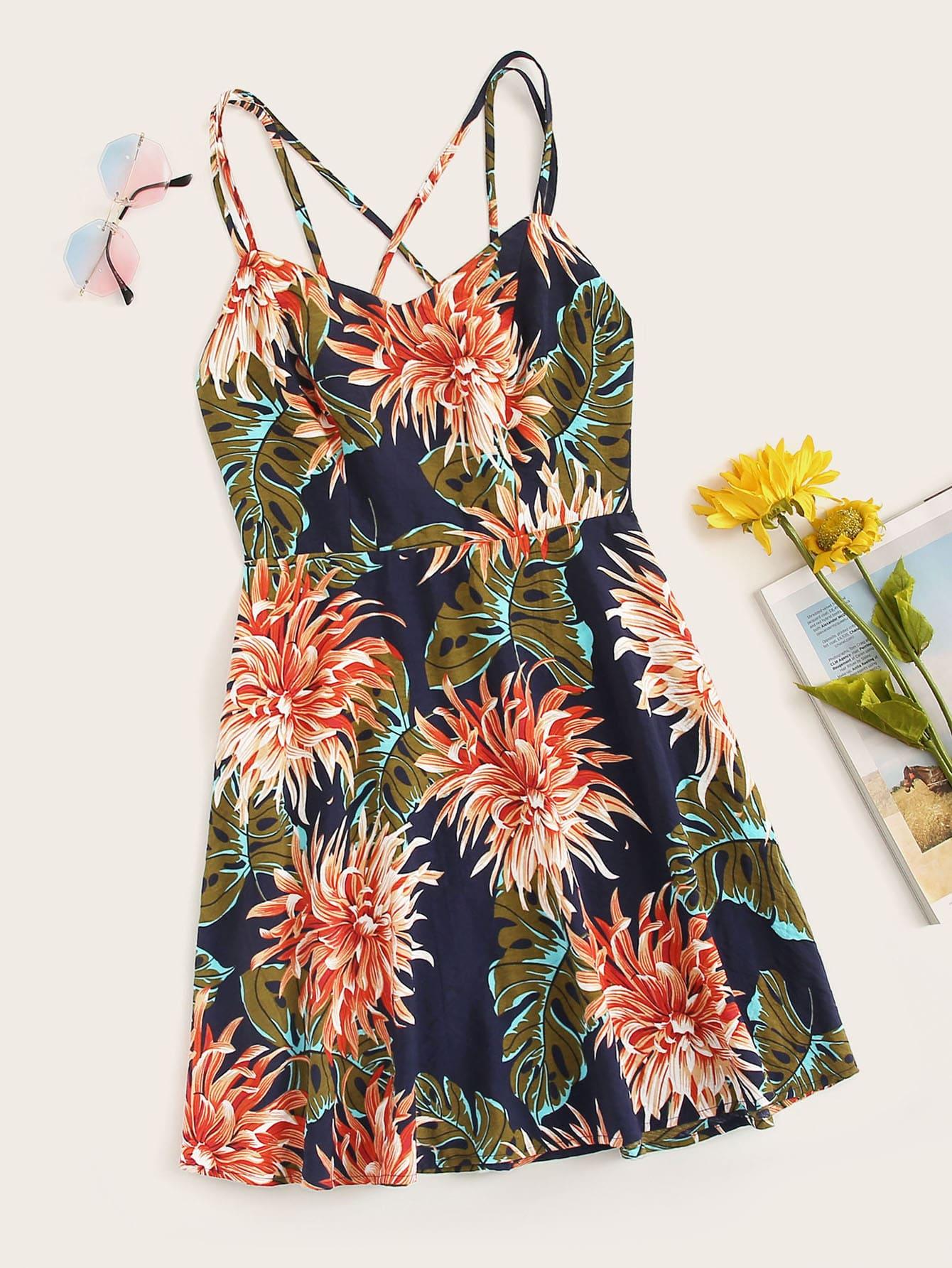 Фото - Размера плюс цветочное платье на бретелях от SheIn цвет многоцветный